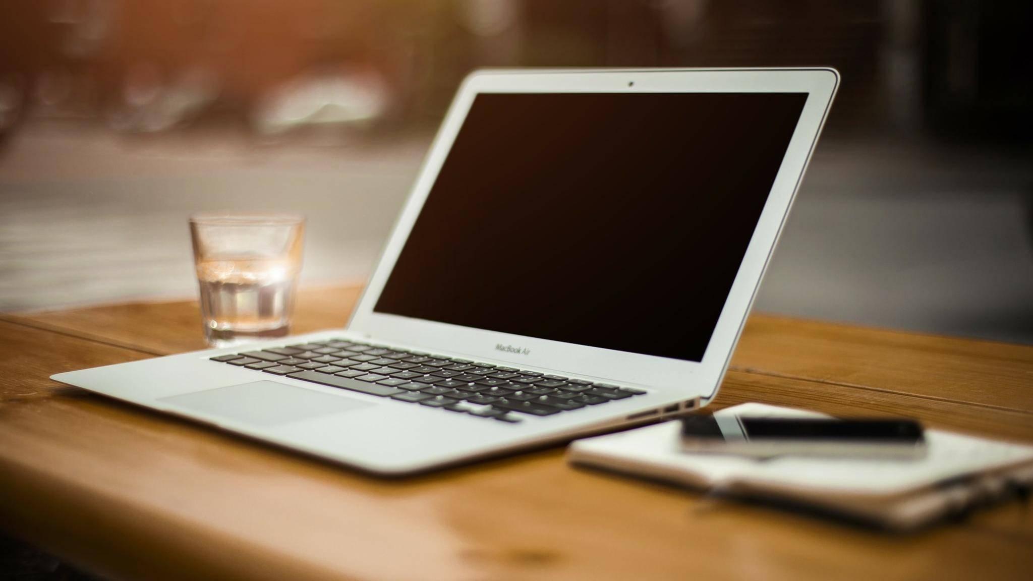 Der MacBook Air hatte beim Release im Jahr 2008 kein optisches Laufwerk, was damals noch sehr ungewöhnlich war.