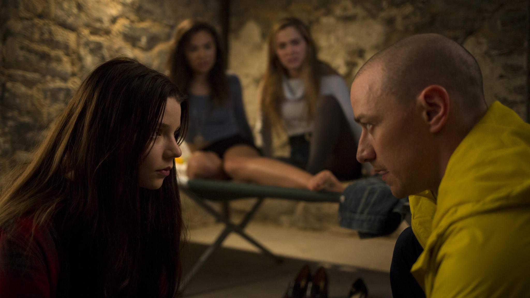 """Wie hängen """"Split"""" und """"Unbreakable"""" genau zusammen? Regisseur M. Night Shyamalan gibt darauf Anfang 2019 eine Antwort."""
