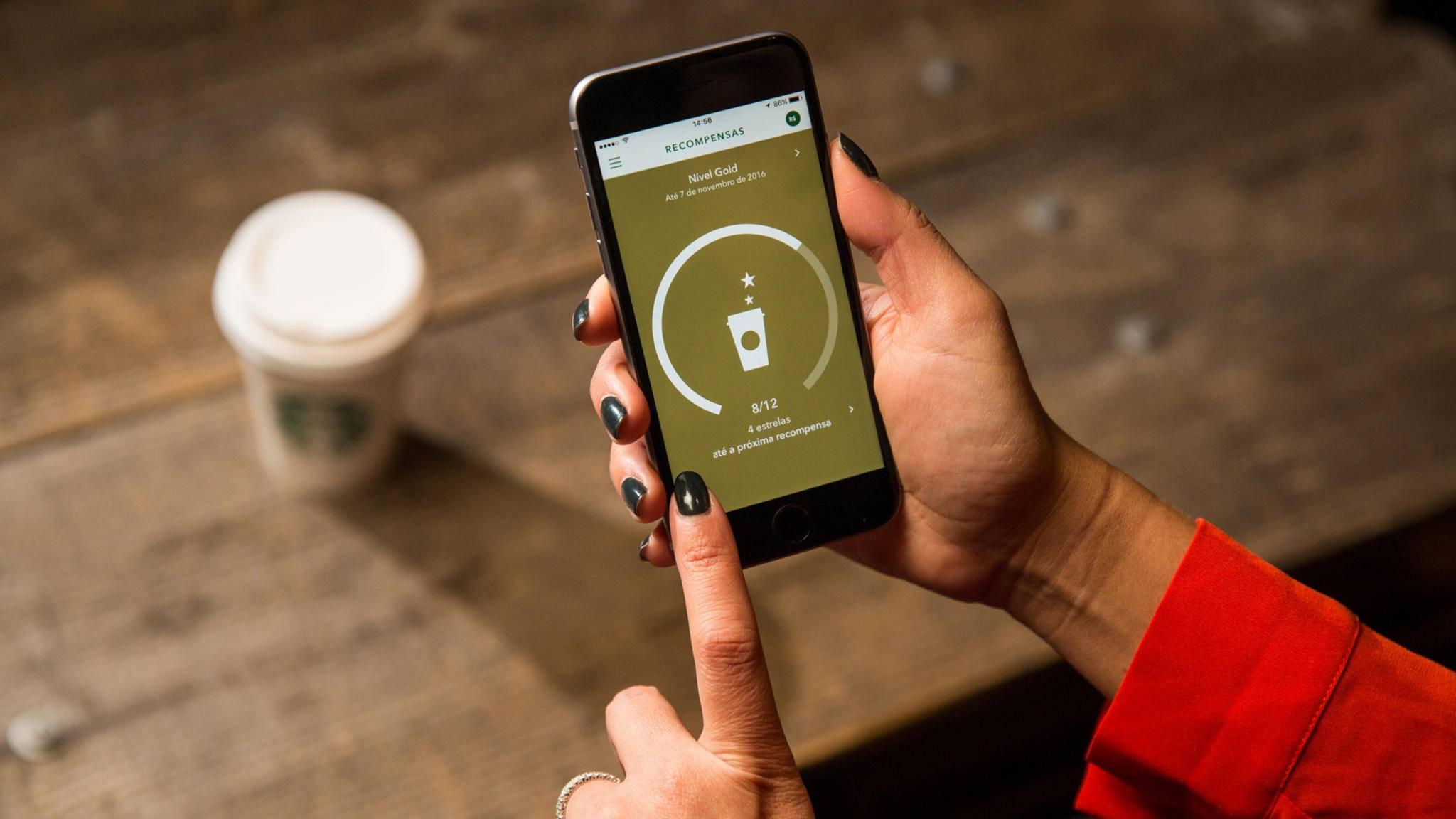 Die Starbucks-App lässt sich bald per Sprachsteuerung bedienen.