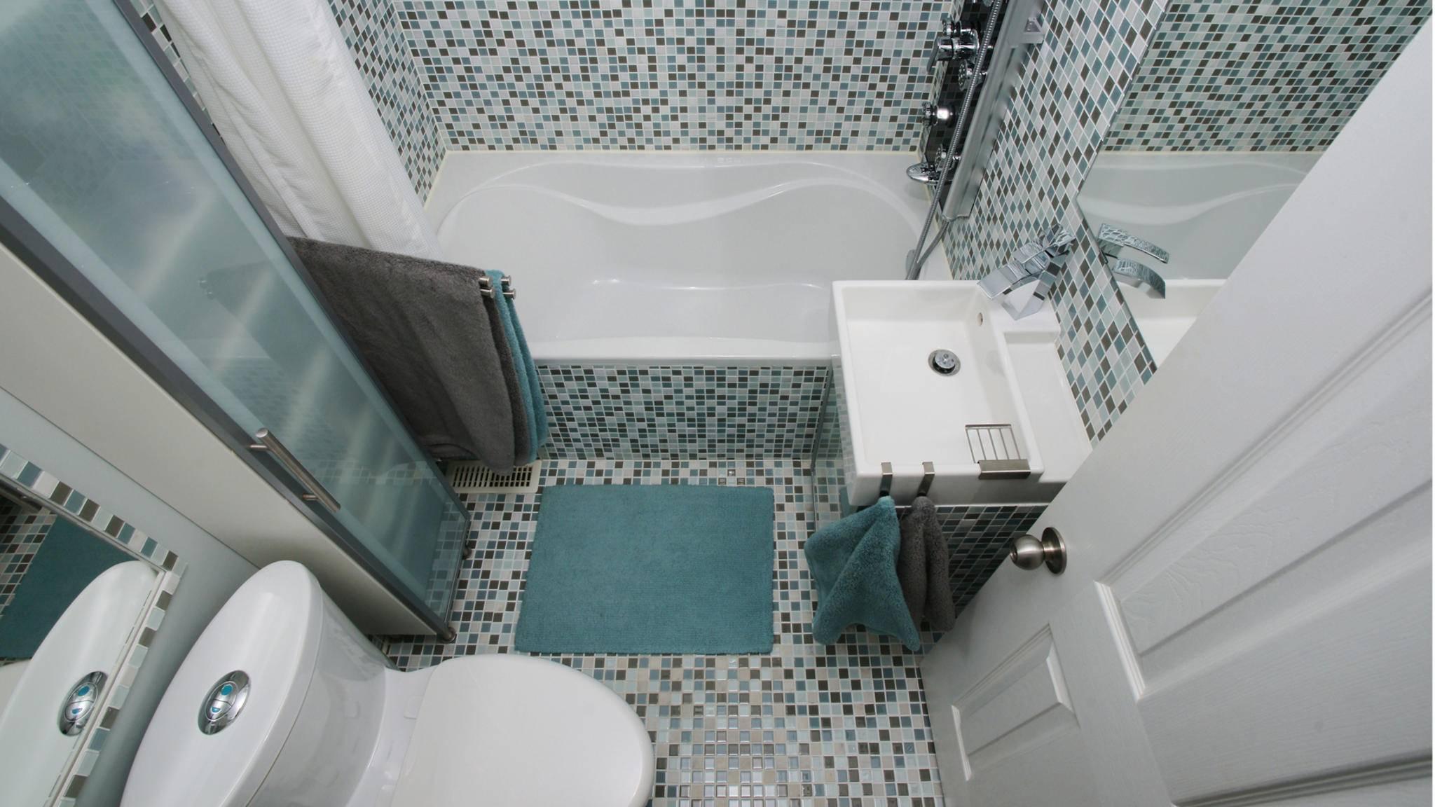 Bei der Gestaltung dieses Badezimmers wurde vieles richtig, aber auch einiges falsch gemacht.