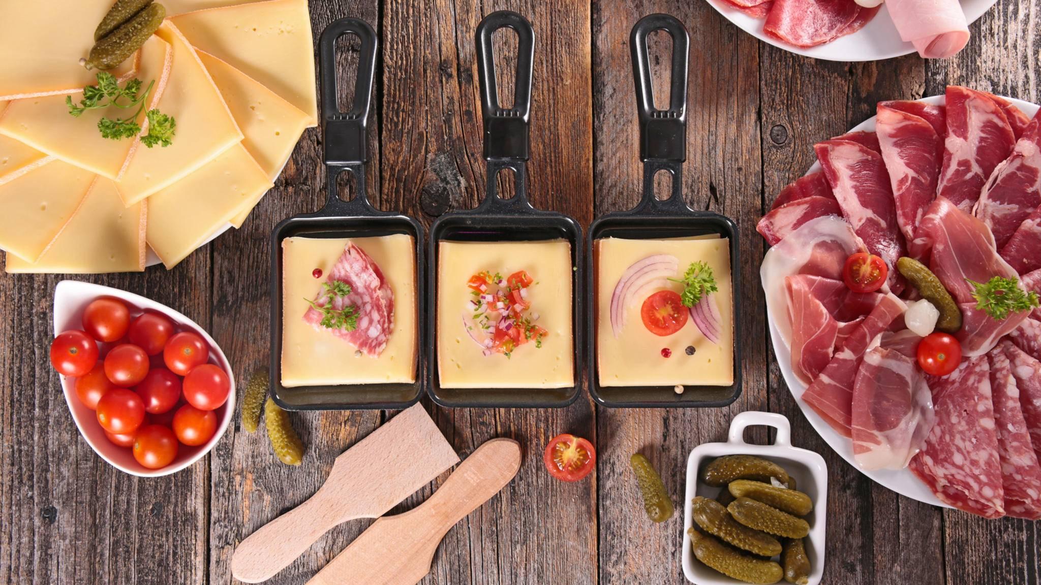 Raclette schmeckt nicht nur mit Kartoffeln und Essiggurken.