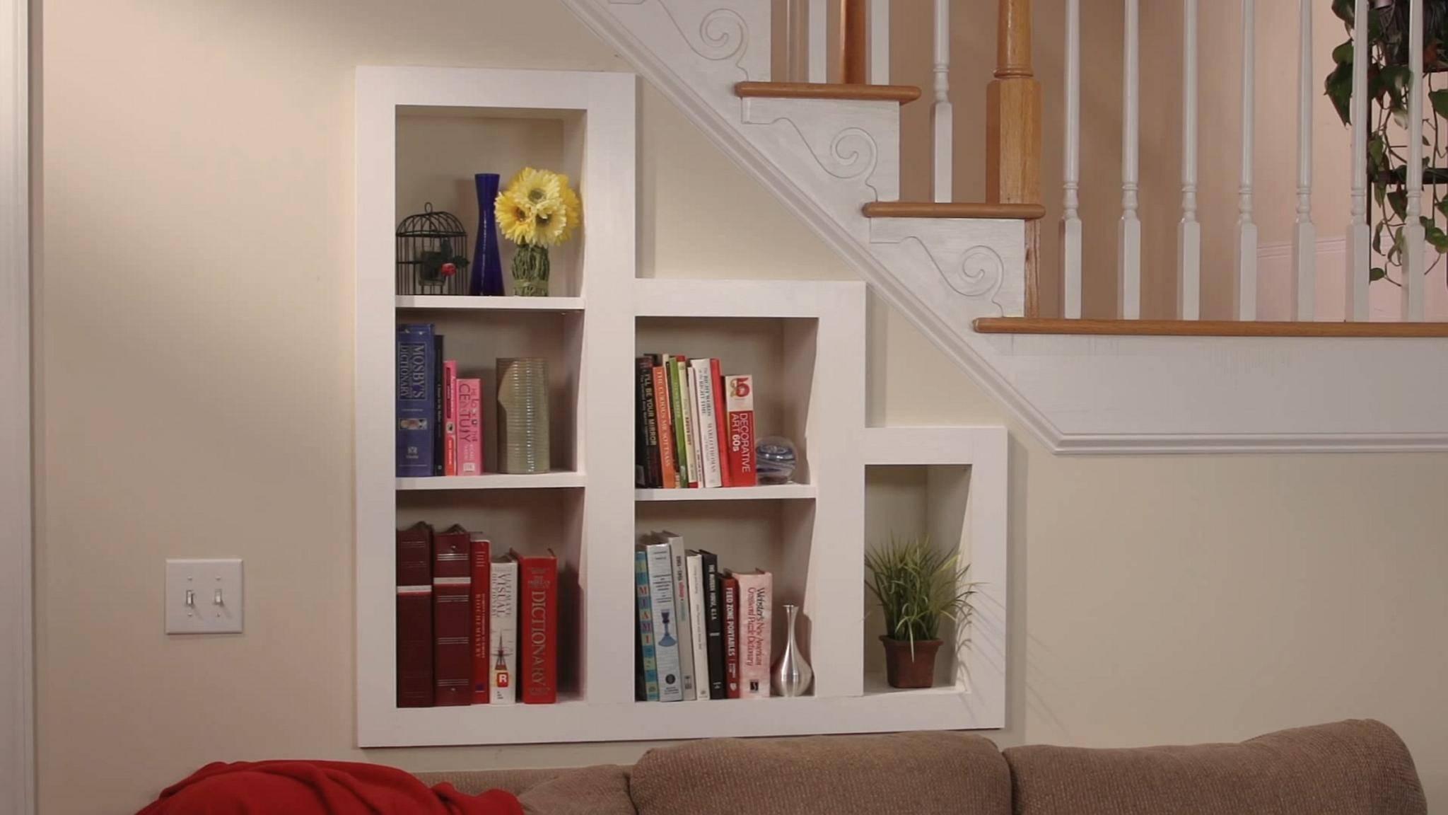 bucherregal unter der treppe design idee m246belideen