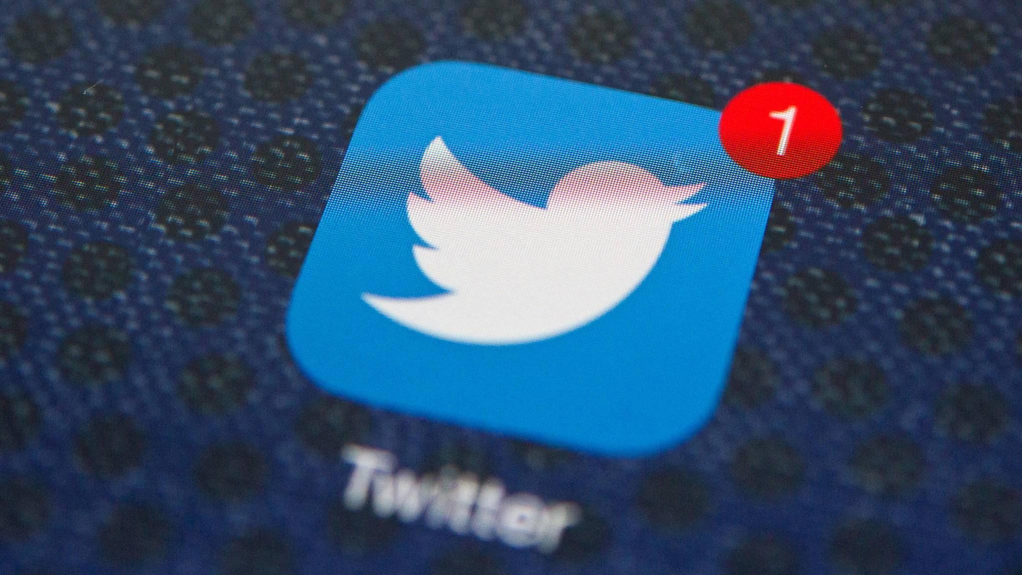 Twitter bot auch 2018 wieder eine wilde Mischung aus Politik und Memes.