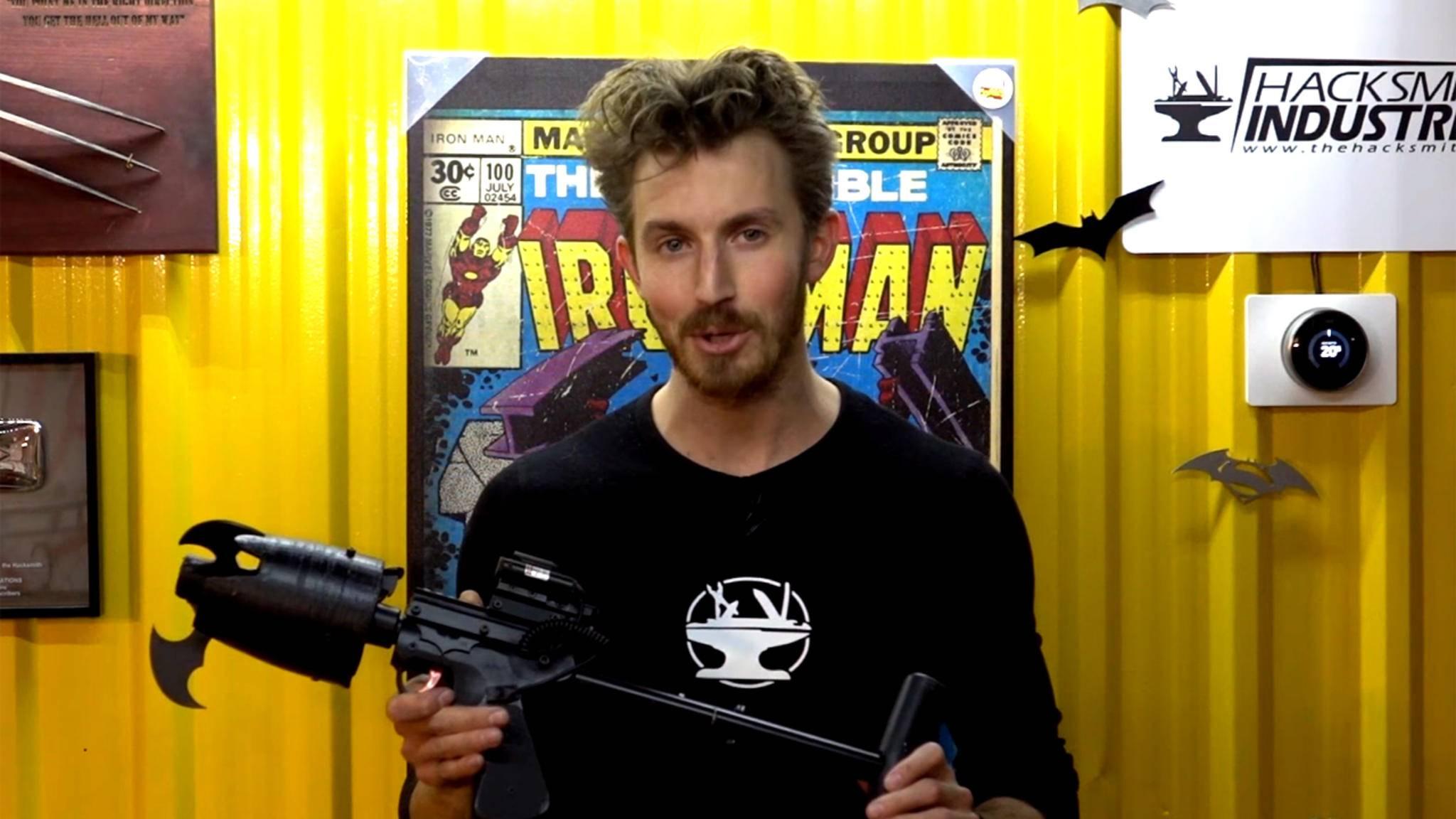 The Hacksmith baut Gadgets von Superhelden wie Batman funktional nach.