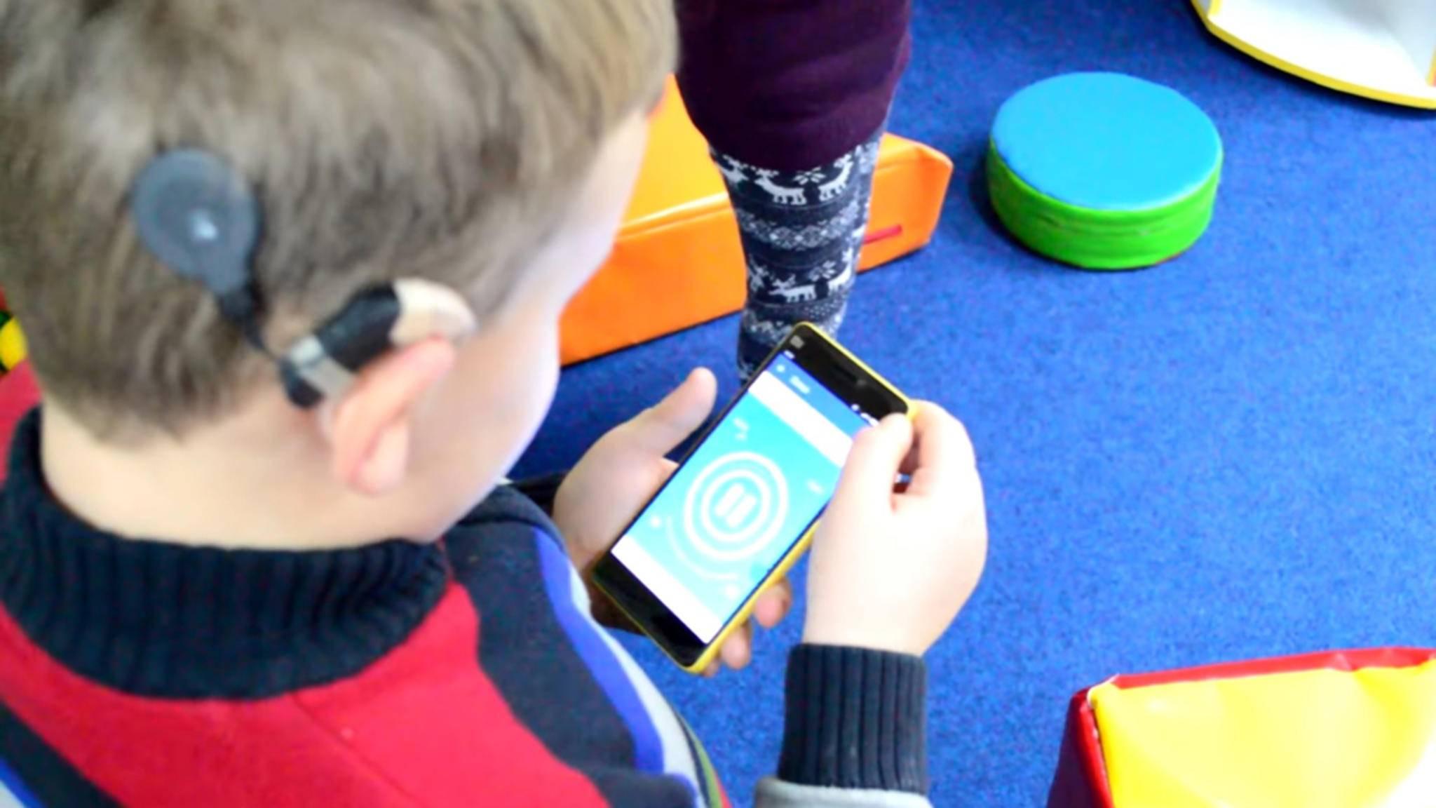 Die App BW Dance ermöglicht es gehörlosen Kindern, Weihnachtslieder zu fühlen.