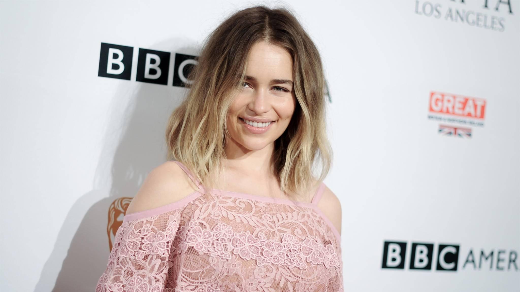 """Bloß nicht zu viel verraten! Emilia Clarke steht bei Interviews zum """"Star Wars""""-Spin-off über Han Solo mittlerweile ganz schön unter Druck."""