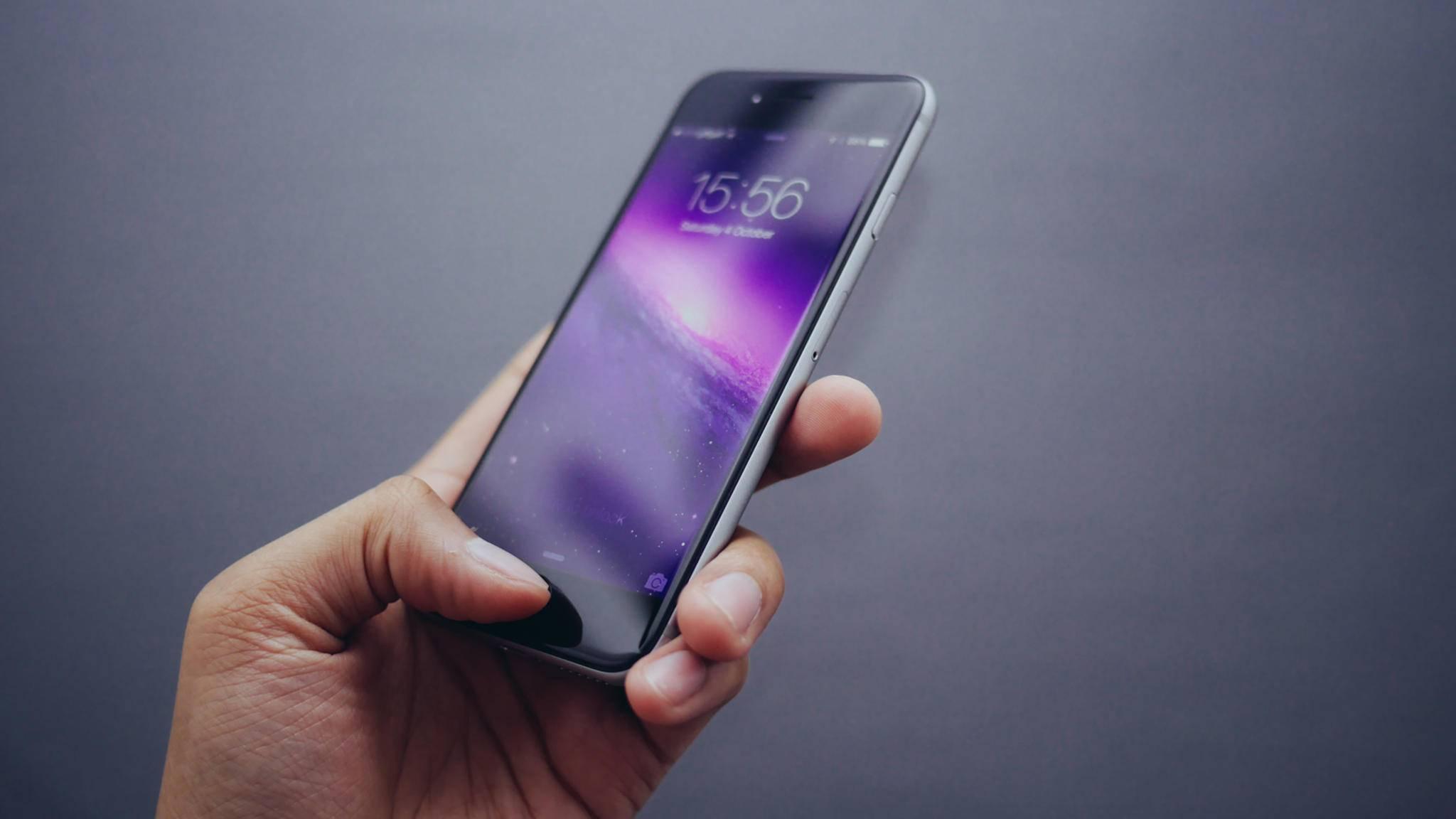 Du willst ein anderes Wallpaper auf Deinem iPhone? Kein Problem.