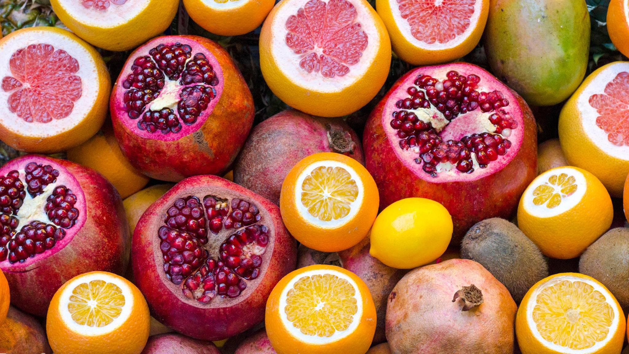 Granatapfel, Kiwi und Mango schälen sich nicht von alleine.