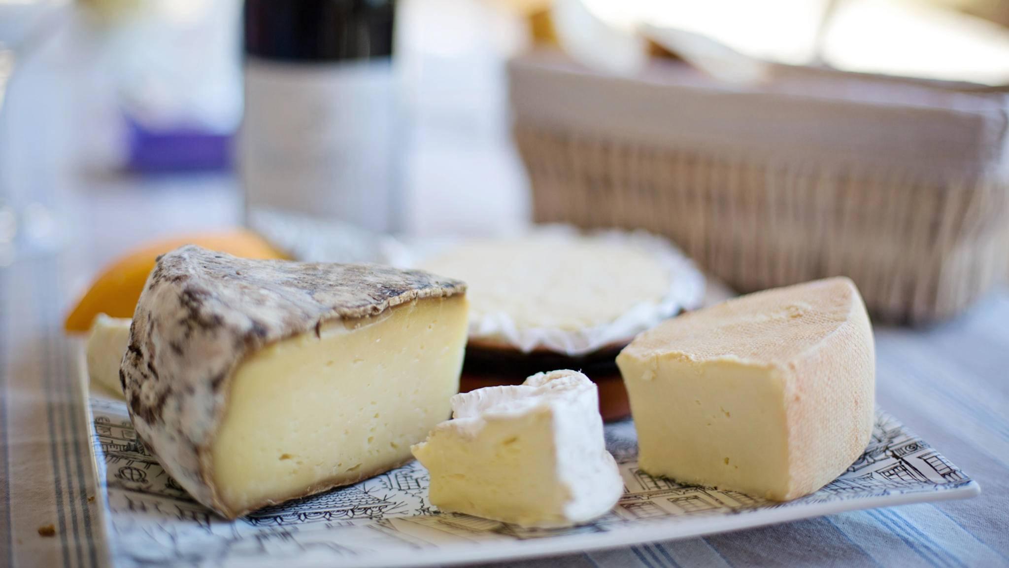 Gute Nachrichten für Feinschmecker: Käse ist nicht so schädlich wie sein Ruf.