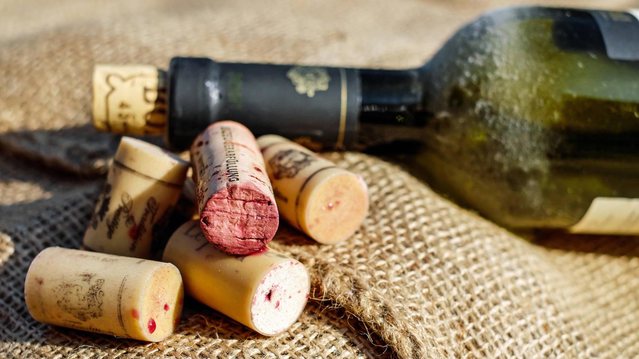 Aus alten Weinkorken lassen sich schöne Dekoelemente basteln.