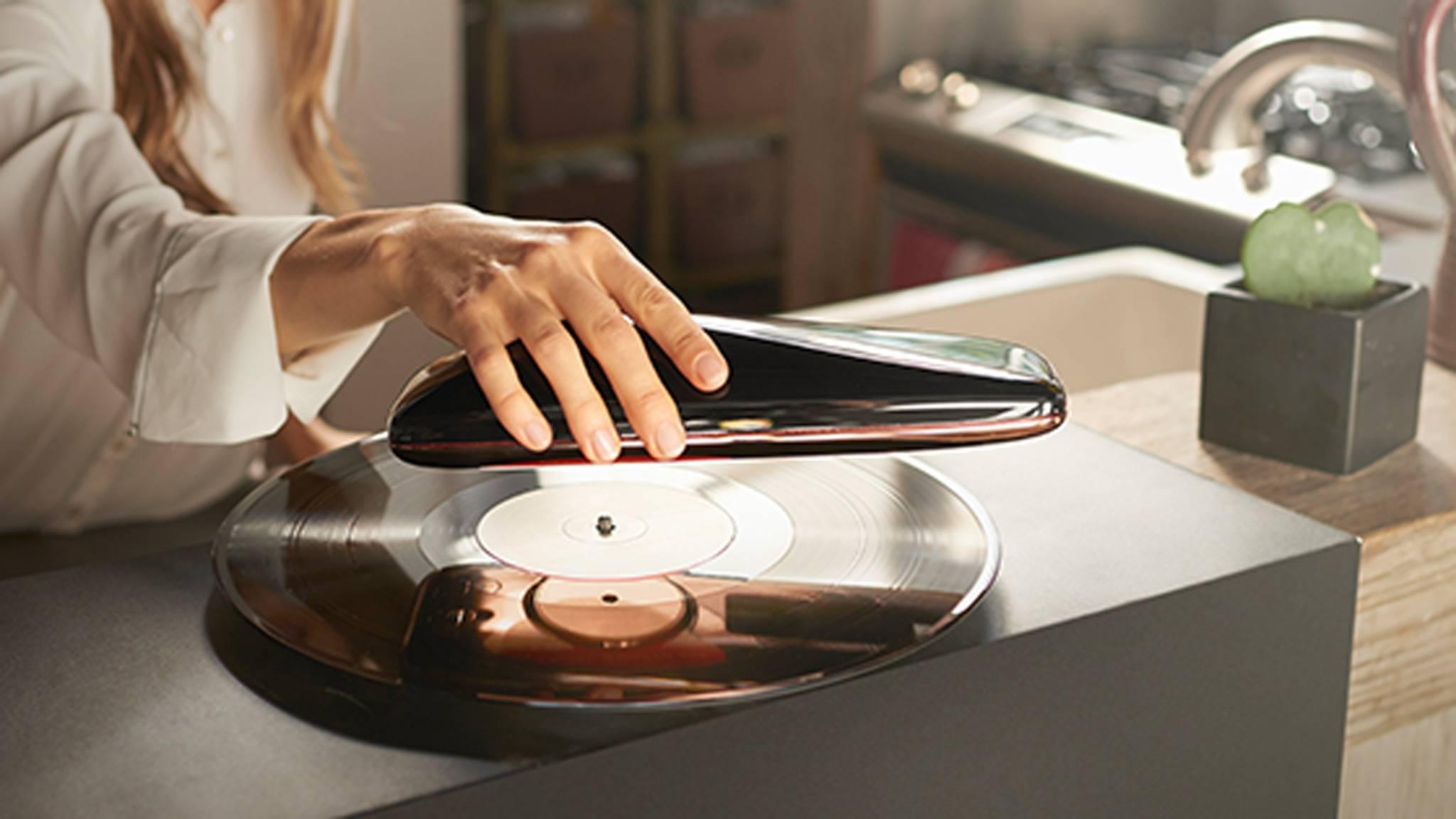 Ein Telefon? Ein retrofuturistischer Schuhlöffel? Der Love Turntable sieht nicht aus wie ein typischer Plattenspieler.