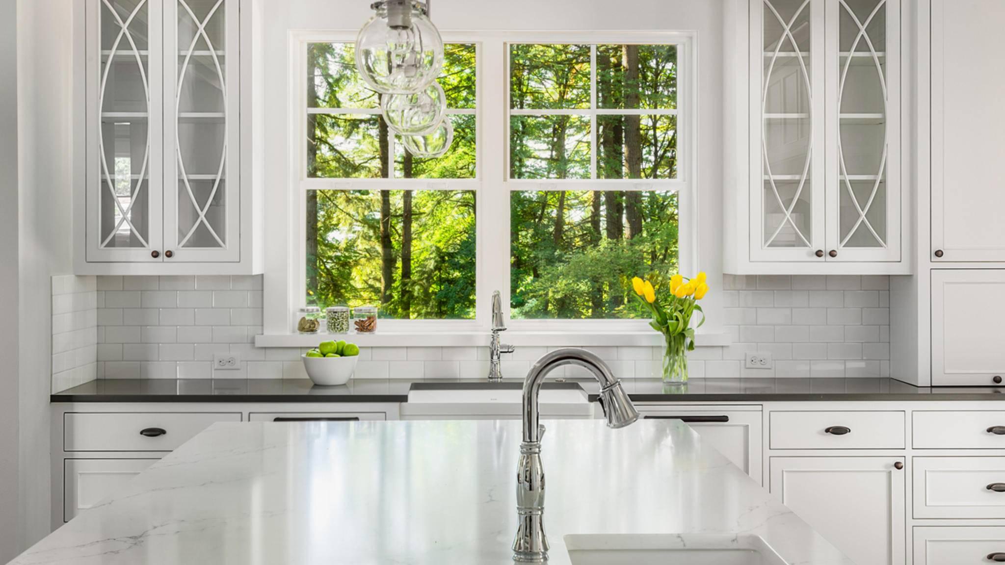 Damit beim Küchenputz auch wirklich alles glänzt: Denk an diese beliebten Keimverstecke!