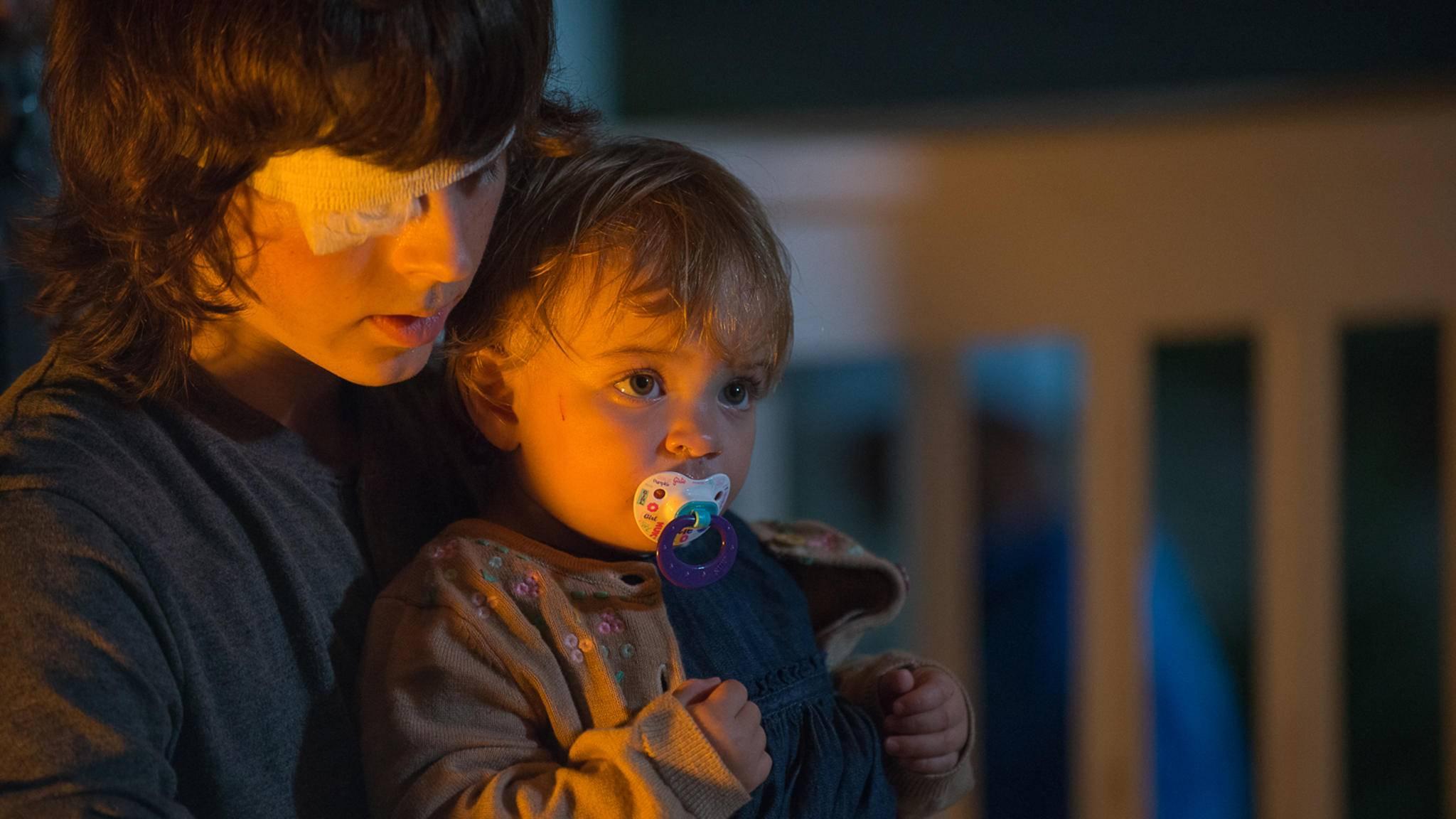 Carl kümmert sich rührend um seine kleine Schwester Judith.