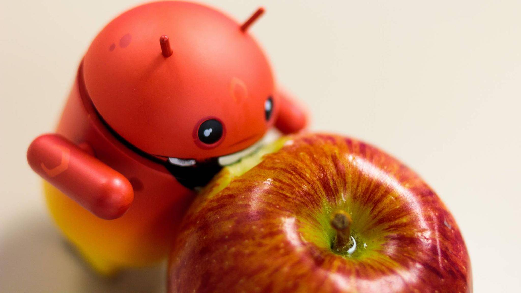 Mit manchen Features verspeist Android den Konkurrenten Apple.