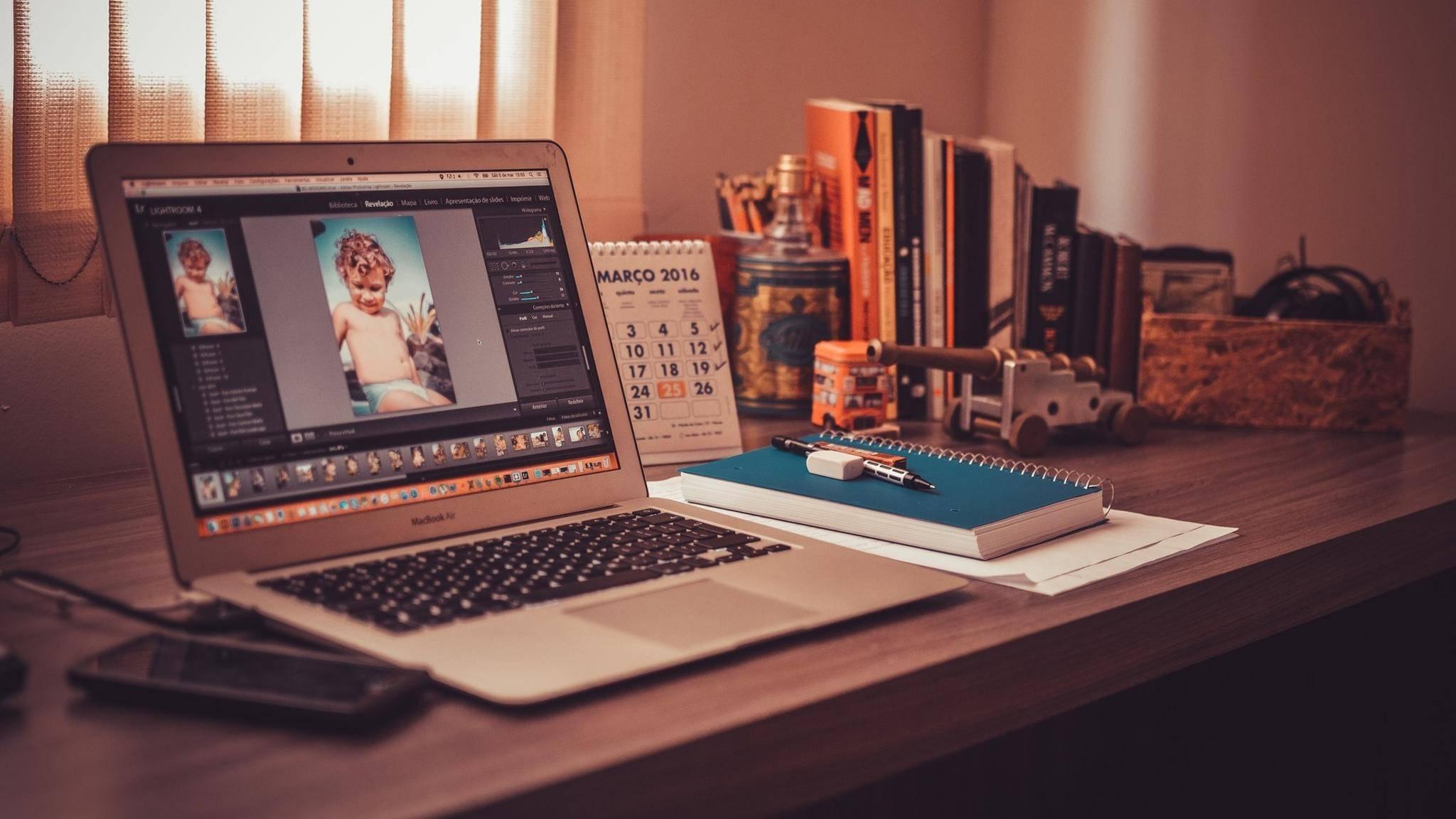 Auf Macs und MacBooks funktioniert das Erstellen von Screenshots auf dieselbe Weise.