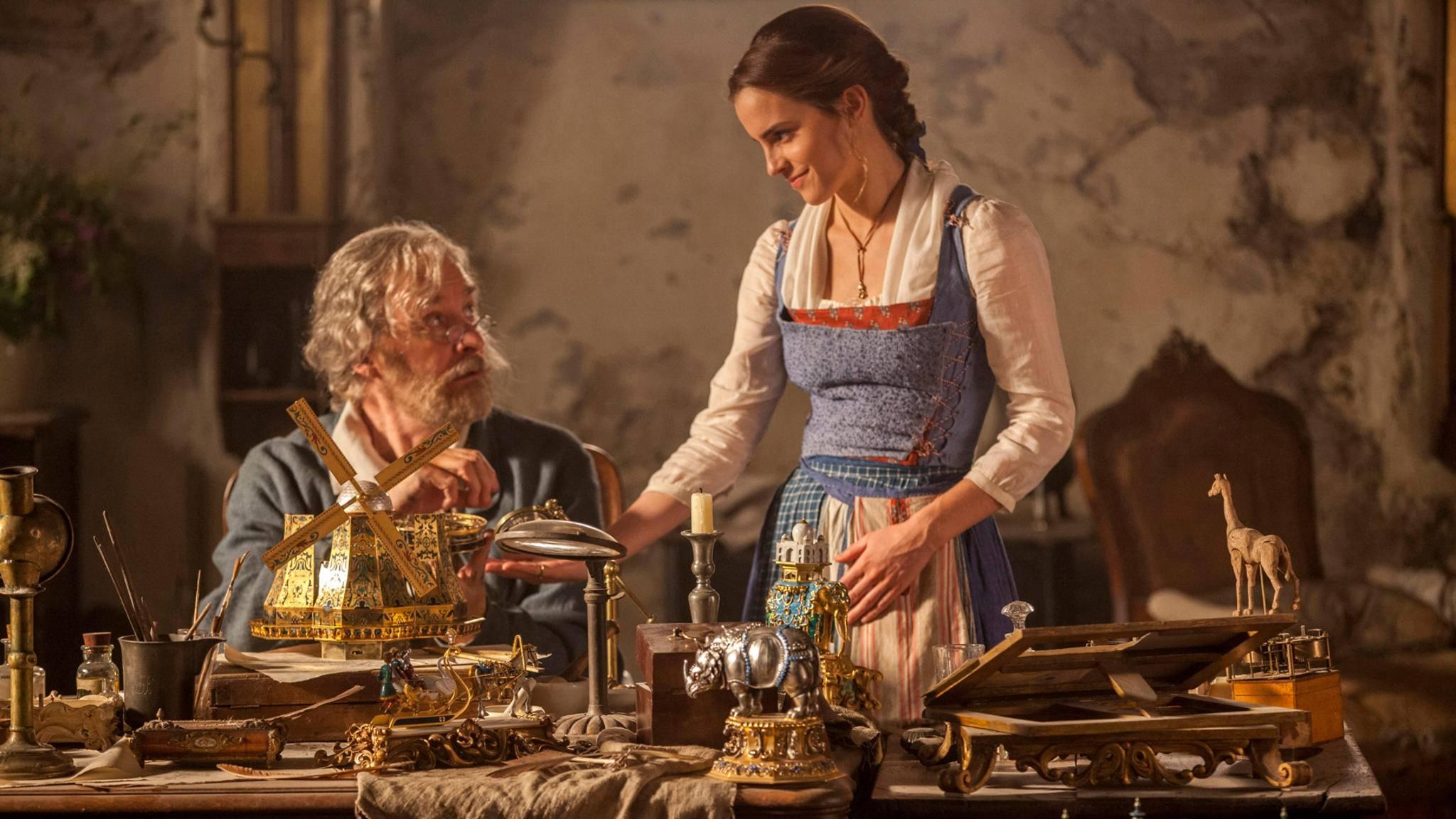 """Auf dem neuen Poster von """"Die Schöne und das Biest"""" sind nicht nur Belle und ihr Vater zu sehen."""