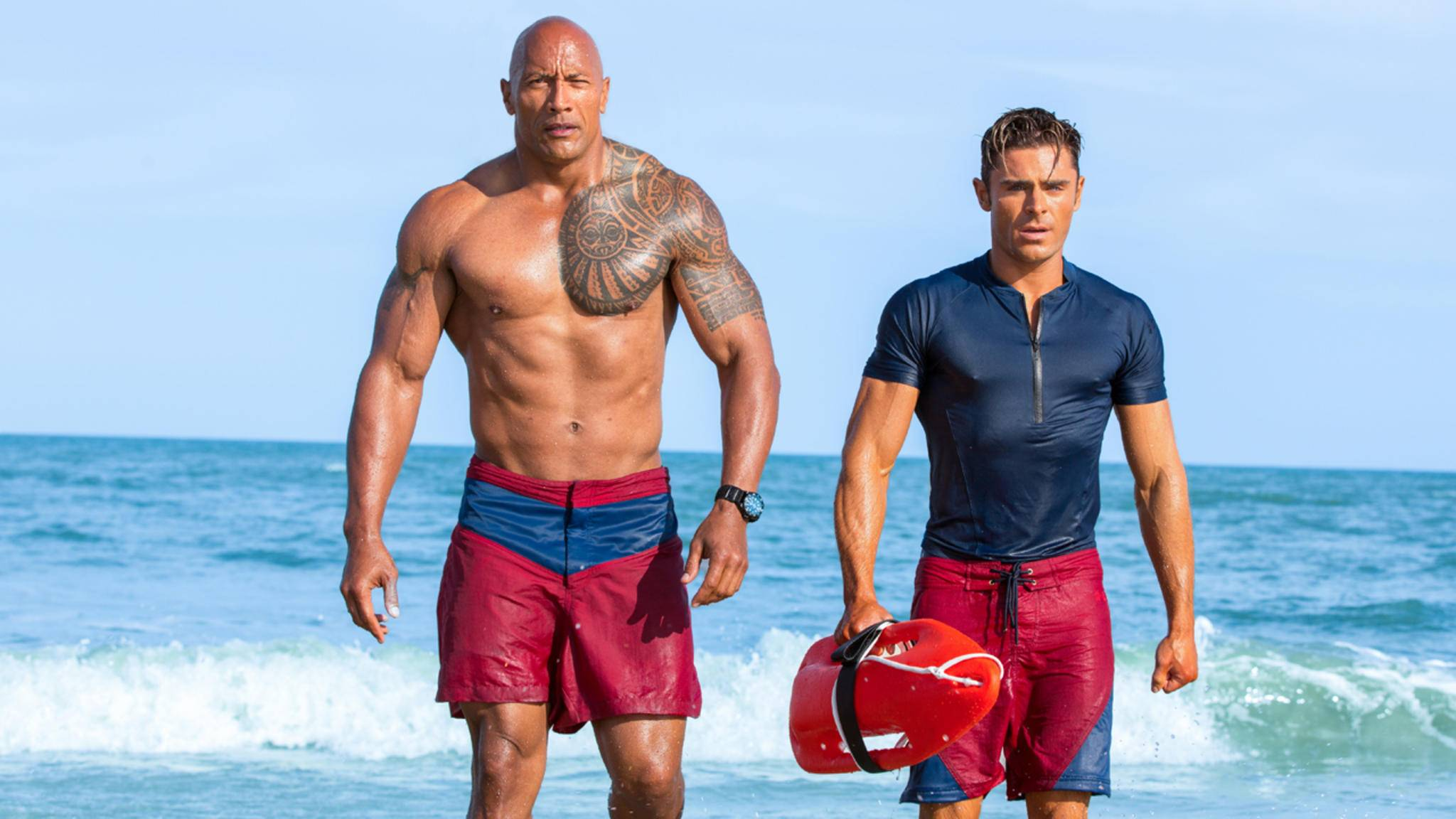 Rettungsschwimmer mit Leib und Seele: Mitch Buchannon (l., Dwayne Johnson) und Matt Brody (r., Zac Efron).