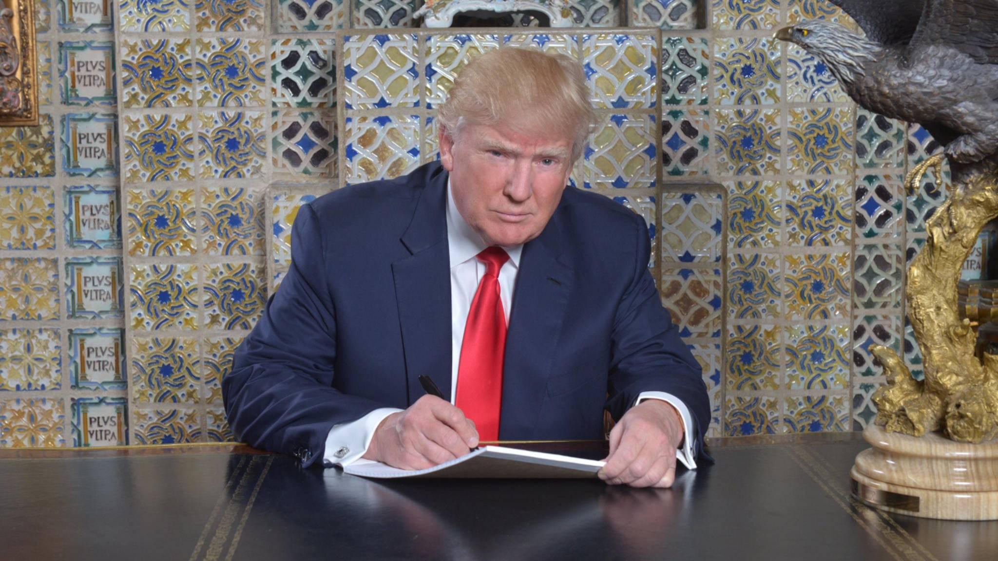 Er sieht harmlos aus, aber laut Hawking könnte Donald Trump die Welt zum Untergang verurteilt haben.