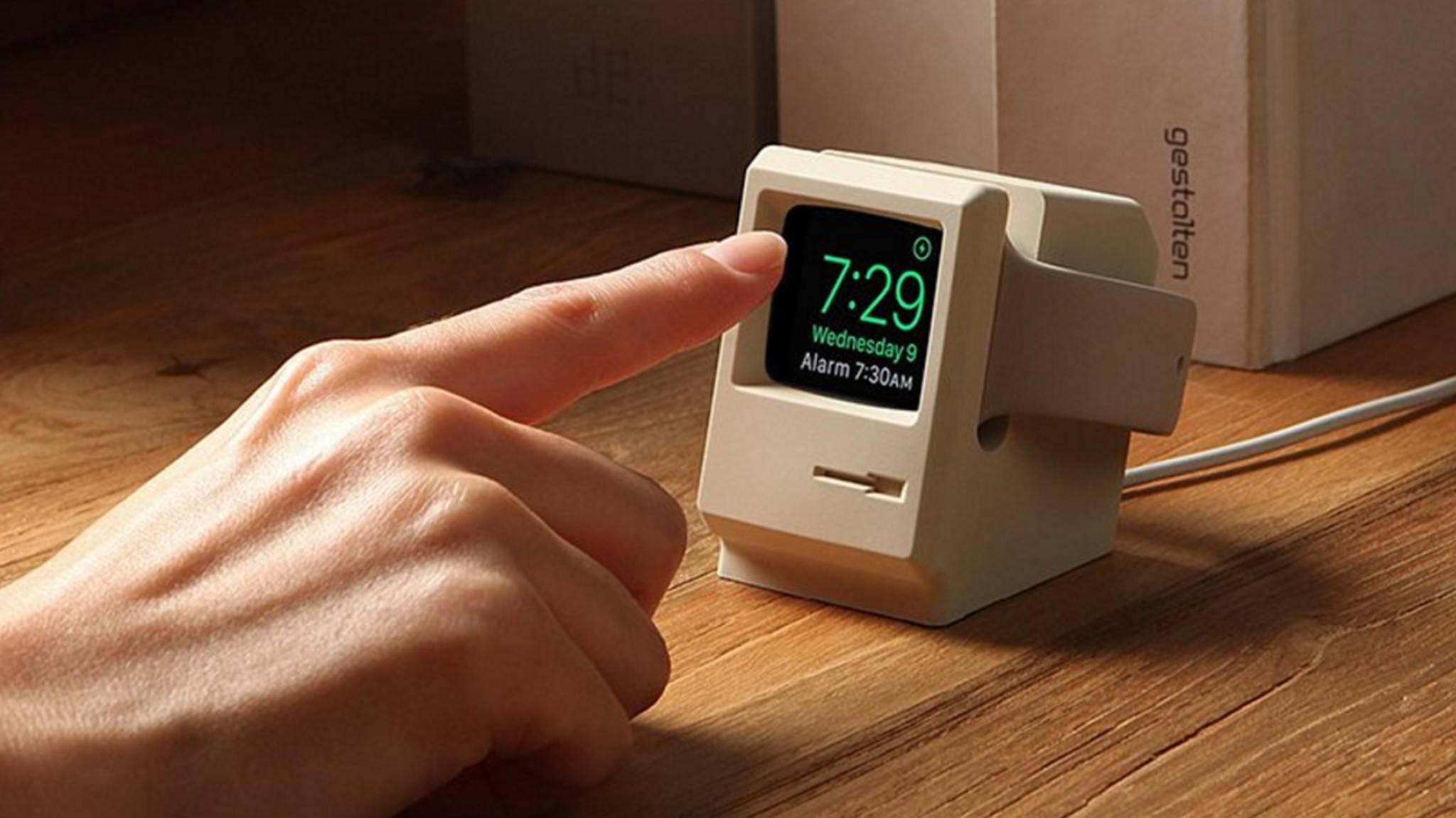 Elago bietet eine Docking-Station für die Apple Watch im Retro-Mac-Look an.