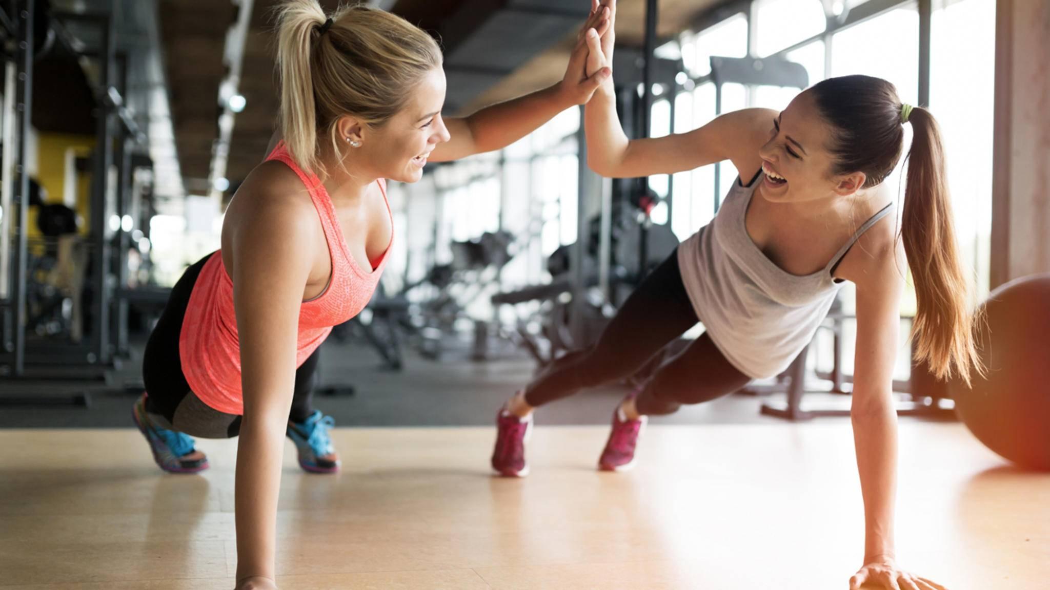 Schwitzt Du lieber alleine oder gemeinsam? Egal. Bei den Fitness-Trends 2017 ist für jeden etwas dabei!