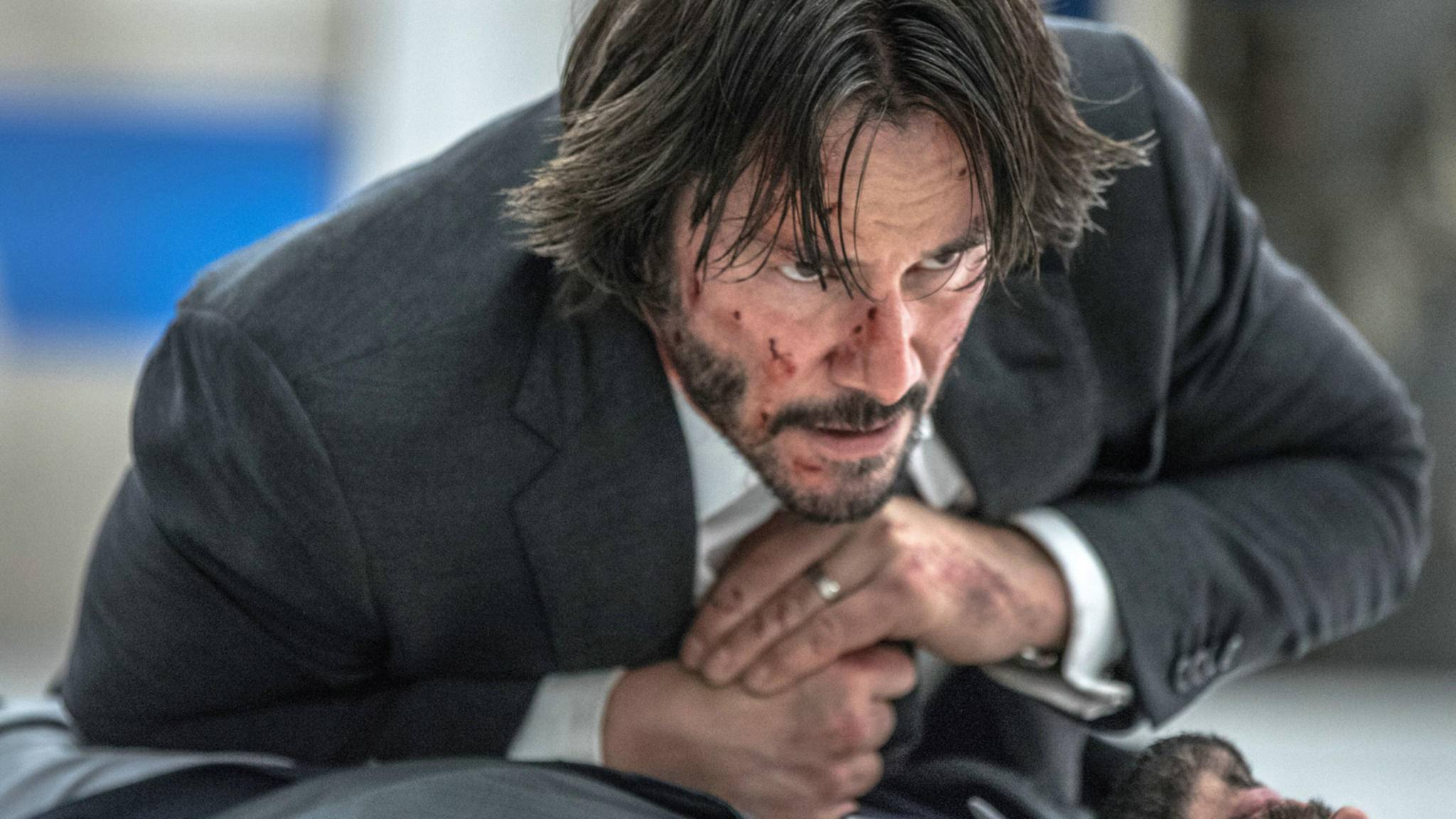 Lädiert: Keanu Reeves muss als John Wick einiges aushalten. Ein neues Featurette zeigt ihn beim Training für die Rolle.