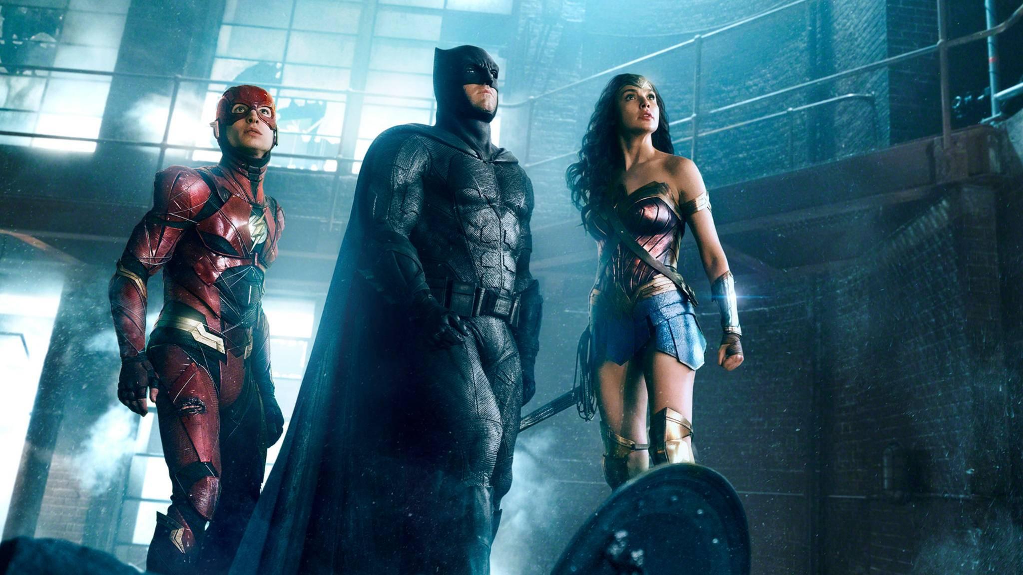 """Da staunen nicht nur The Flash, Batman und Wonder Woman: Zahlreiche DC-Figuren schließen sich dem Trio in """"Justice League"""" an."""