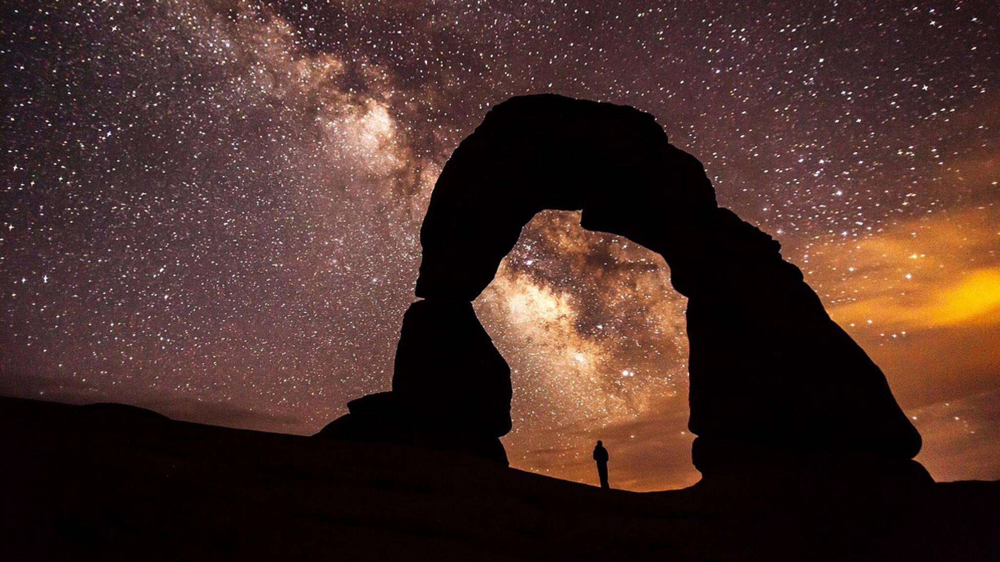 Auf der Nordhalbkugel strahlt die Milchstraße in den Sommermonaten am hellsten.