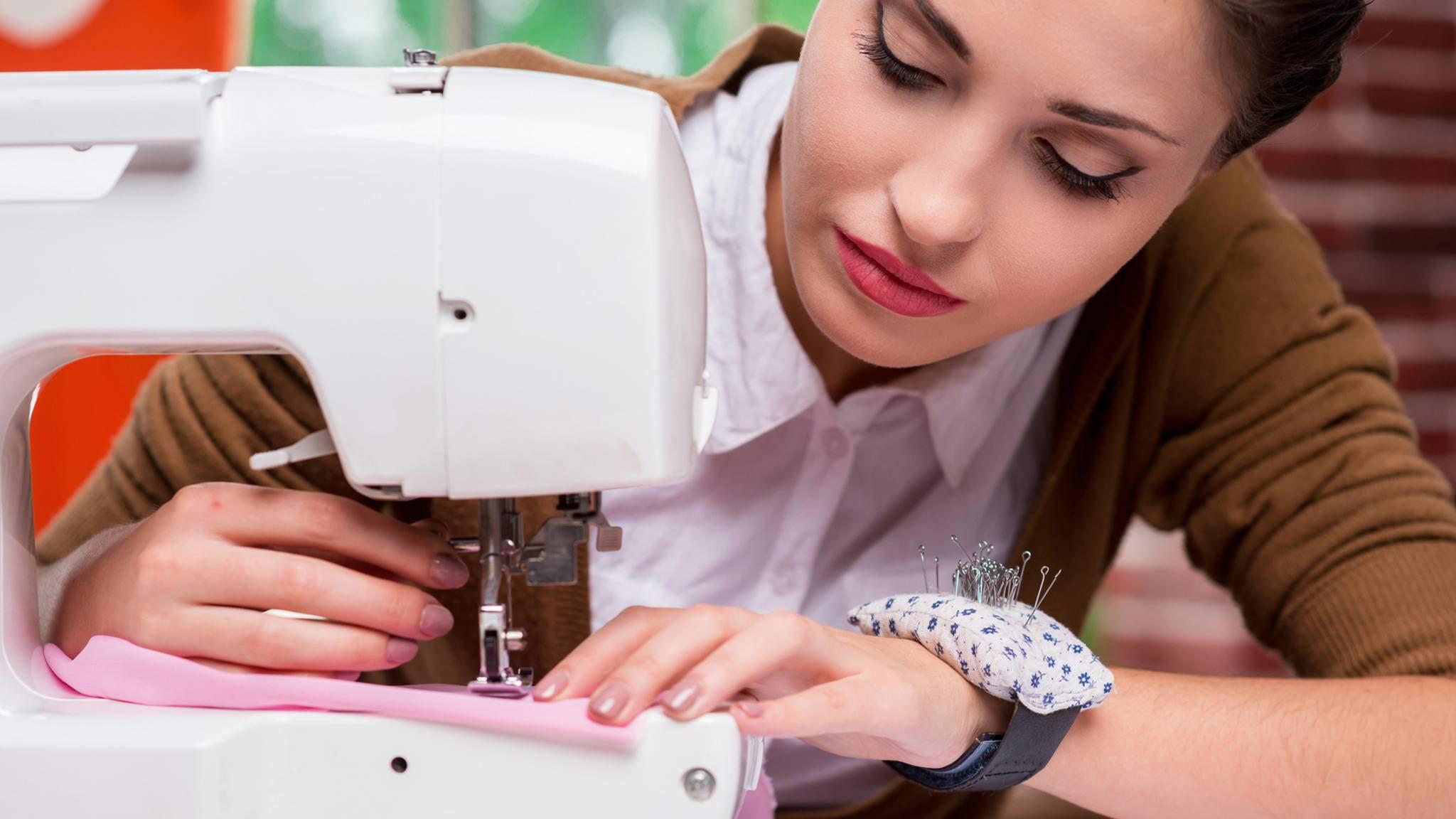 Als Nähanfänger benötigt man zunächst eine vernünftige Nähmaschine.