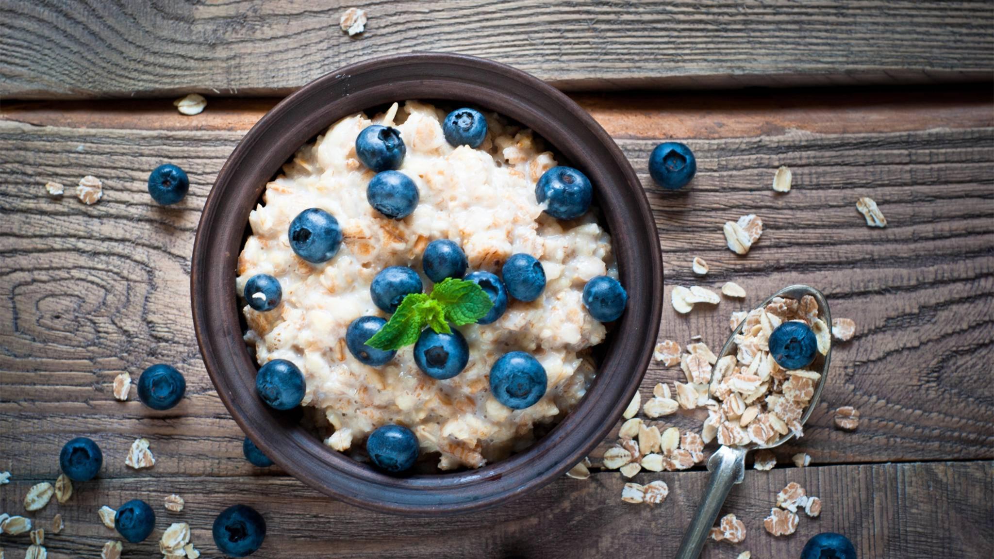 Oatmeal kann auf vielerlei Arten genossen werden.