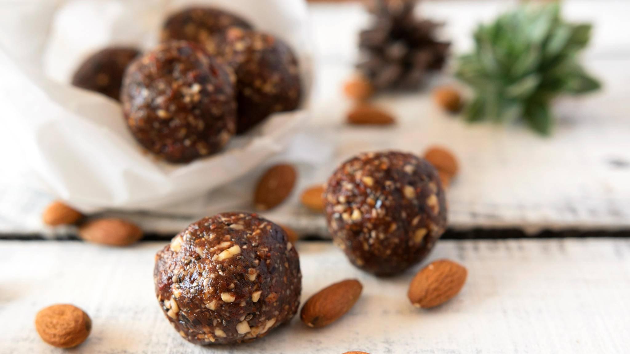 Diese süßen Bällchen sind eine gesunde Alternative zu Schokolade.
