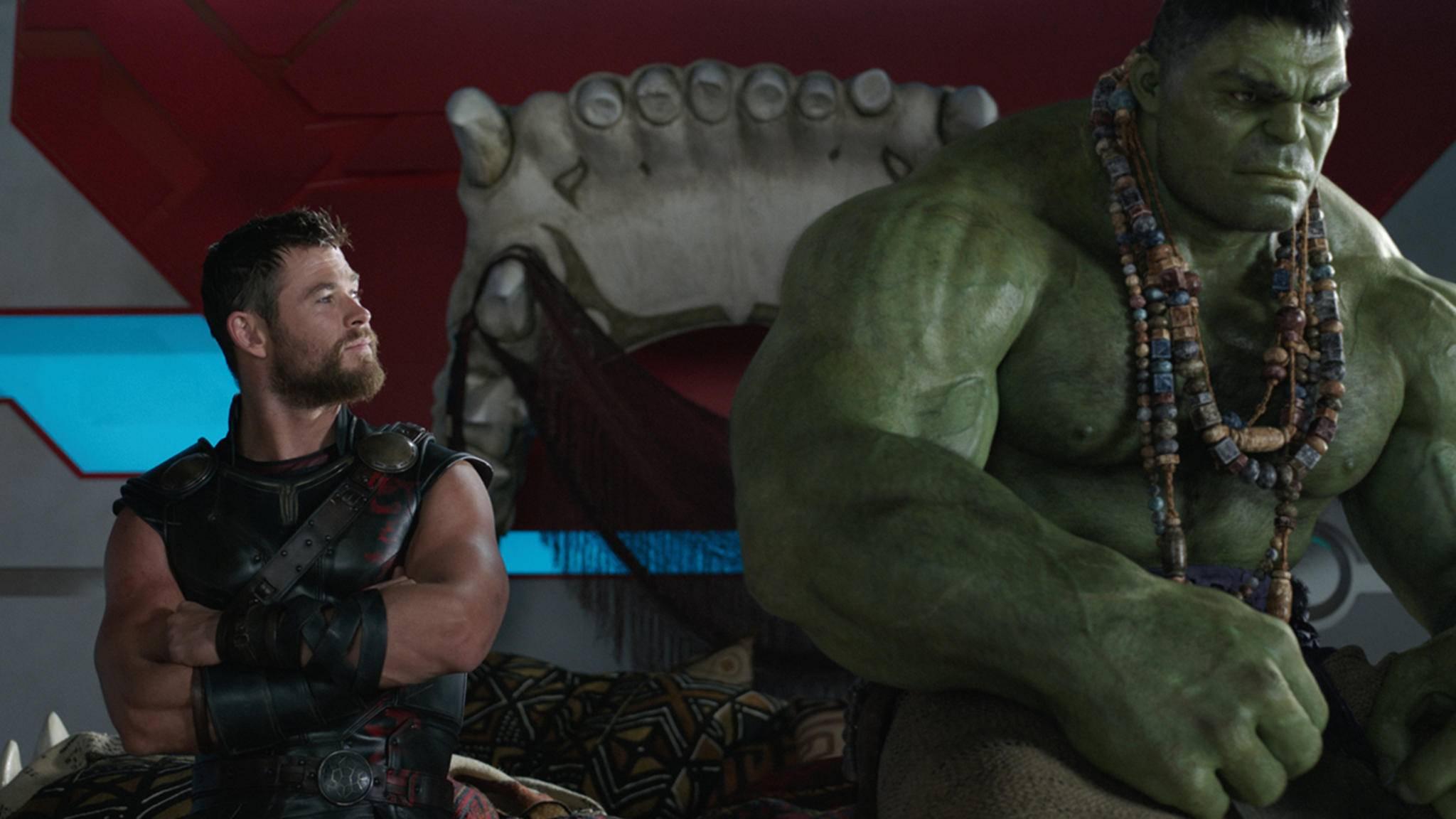 Und im Gepäck hat er seinen grünen Riesenfreund Hulk.