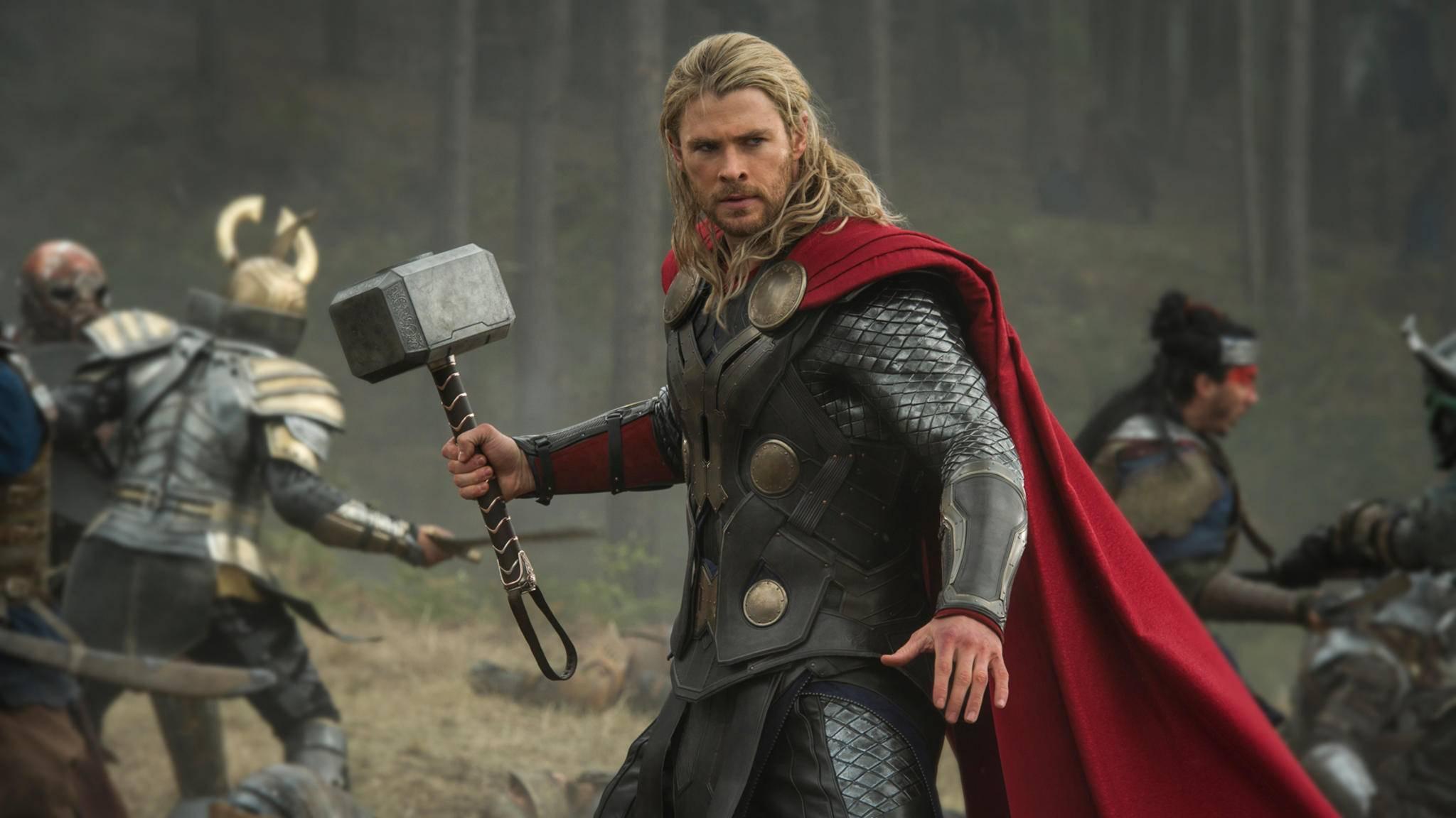 """Thor (Chris Hemsworth) wird in """"Thor: Ragnarok"""" den Hammer gegen neue Fieslinge und alte Bekannte schwingen."""