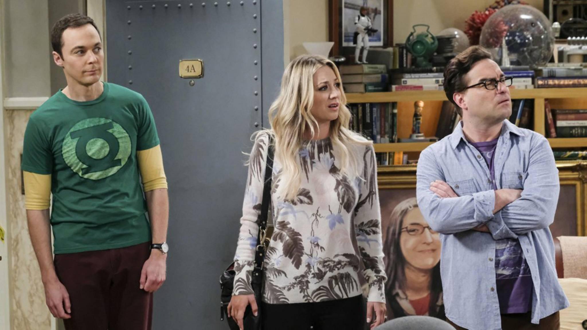 Sheldon (links) und Leonard (rechts) ohne die Powerblondine Penny (Mitte)? Zum Glück holten die Macher der Serie Kaley Cuoco gerade noch rechtzeitig an Bord.