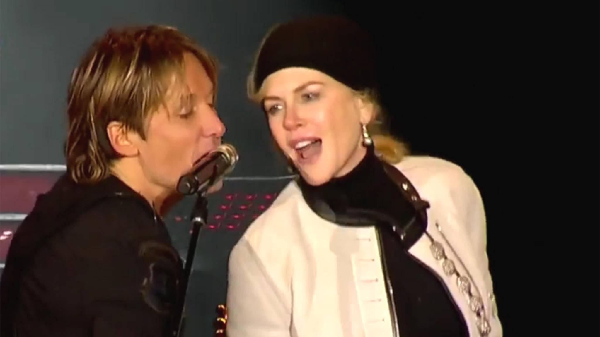Keith Urban und Nicole Kidman sangen an Silvester zu Ehren von David Bowie und anderen 2016 verstorbenen Musikgrößen.