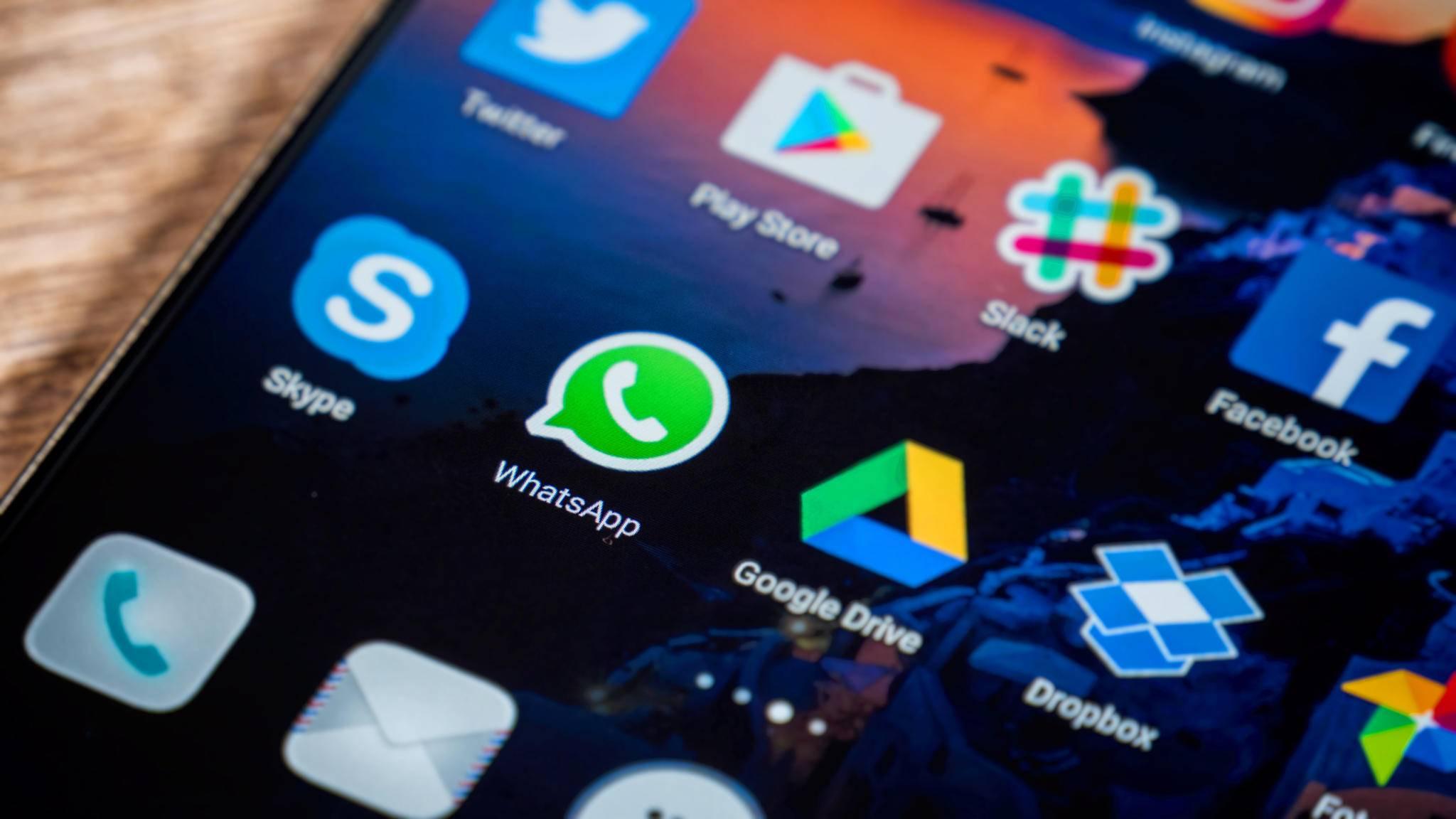 Ist WhatsApp mit einem Google-Konto verknüpft, lassen sich regelmäßige Backups in Google Drive sichern.