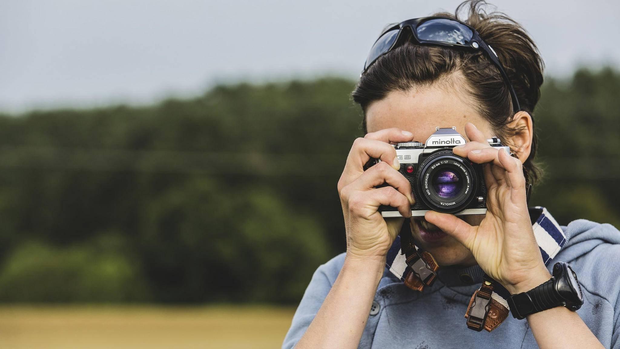 Gucken, knipsen, lange warten: Analoge Fotografie ist umständlich, aber gerade deshalb wieder im Trend.