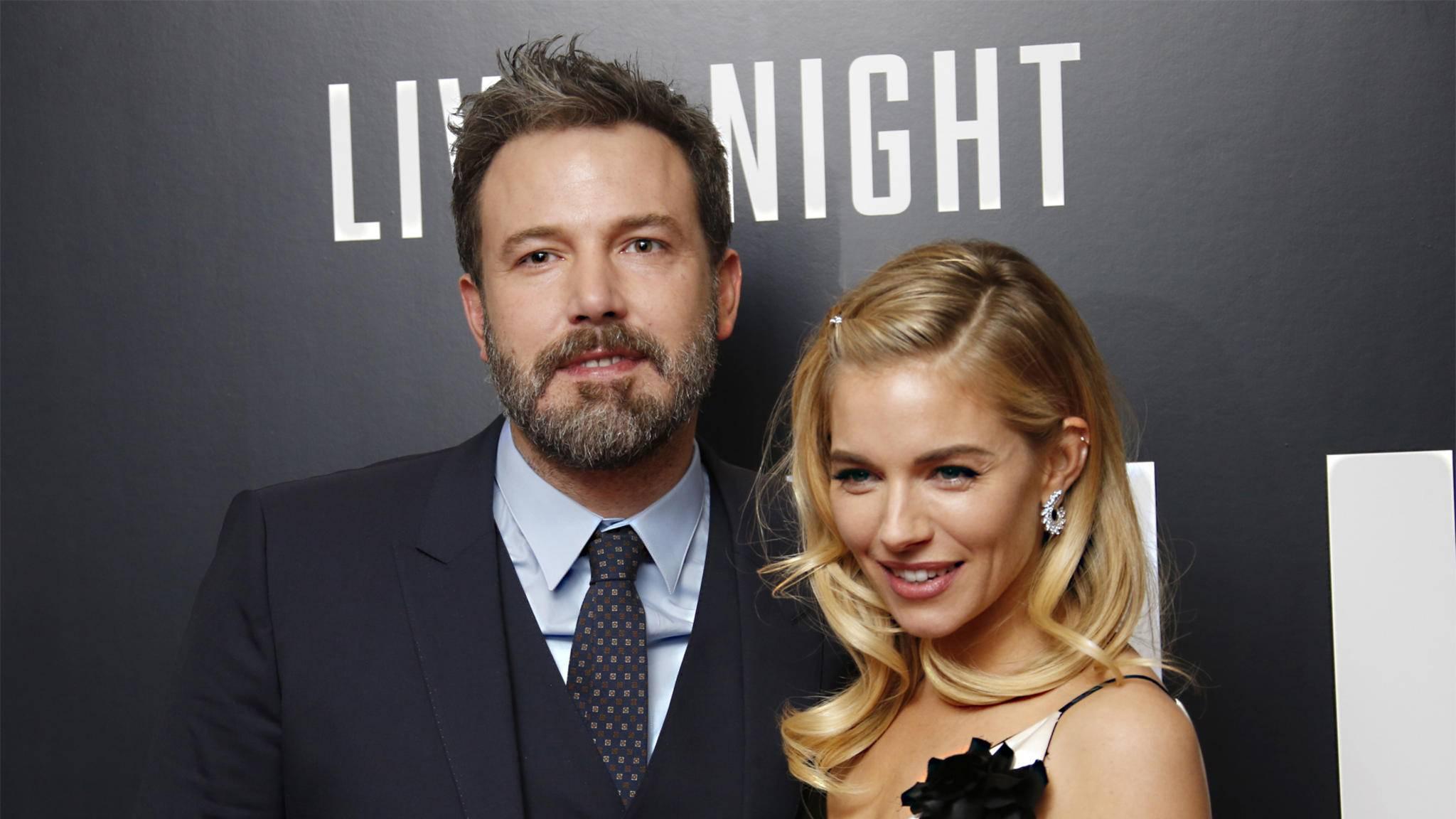 """Ben Affleck könnte in """"The Batman"""" eine Rolle für Sienna Miller in petto haben."""