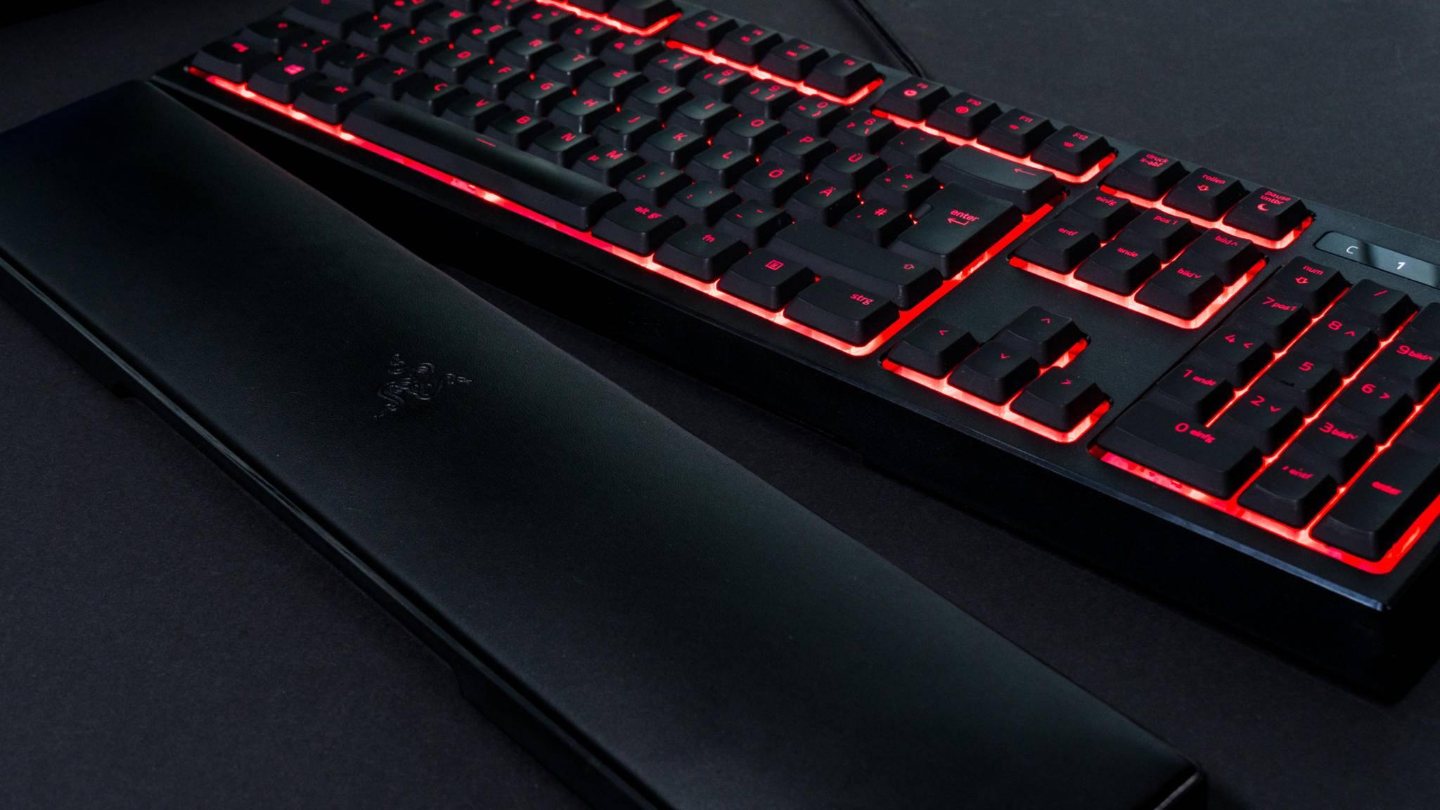 Die Razer Ornata Chroma bietet Mecha-Membran-Tasten mit RGB-Beleuchtung.