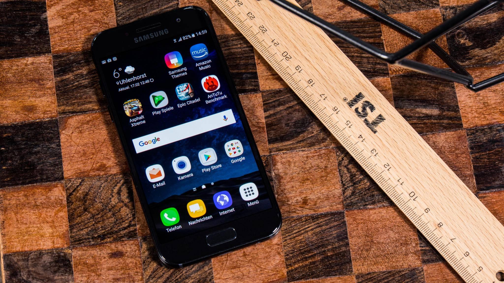 Das Galaxy A3 (2017) überzeugt als schickes kleines Smartphone.
