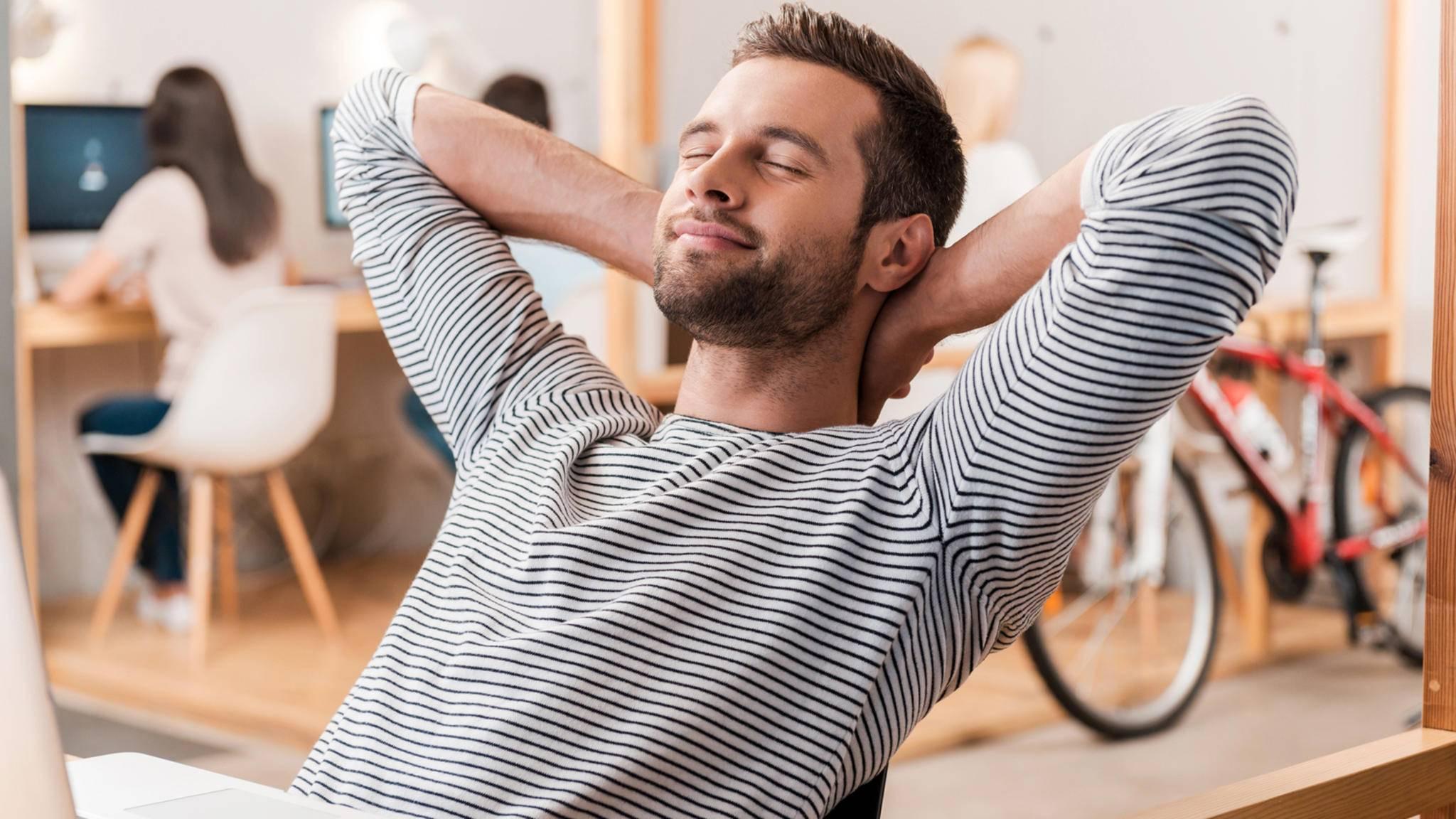 Die 2-Minuten-Regel hilft bei Stress auf der Arbeit.