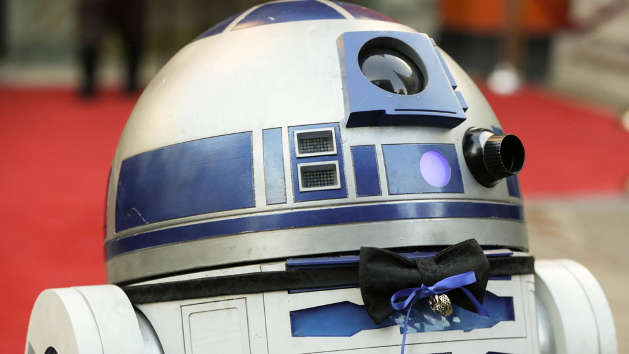 """In """"Star Wars: The Last Jedi"""" steckt ein neuer Schauspieler unter der Haube von Droide R2-D2."""