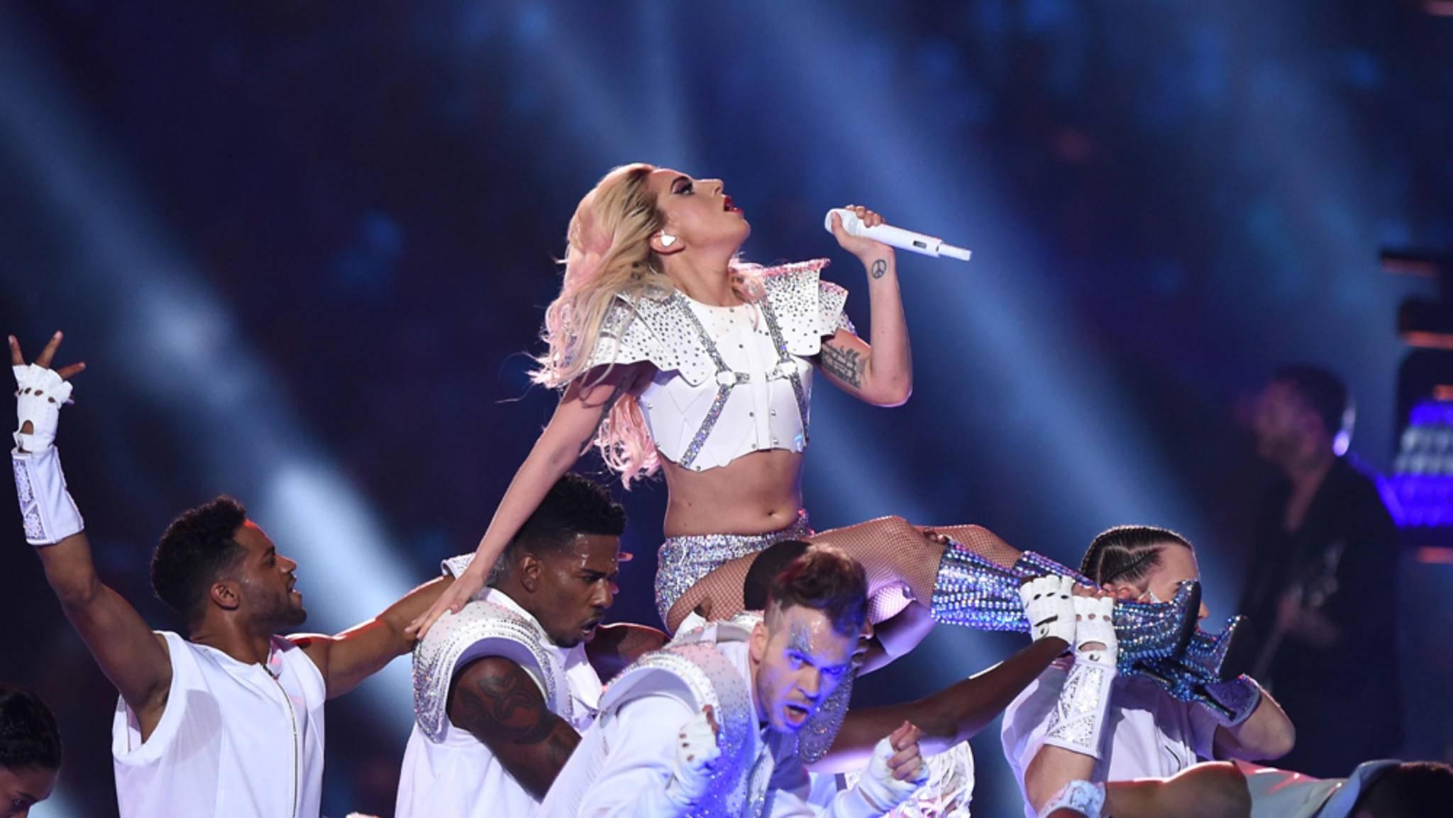 Ob Lady Gaga die Konzerte ihrer Welttournee 2017 ähnlich groß aufzieht wie ihren Auftritt beim Super Bowl?