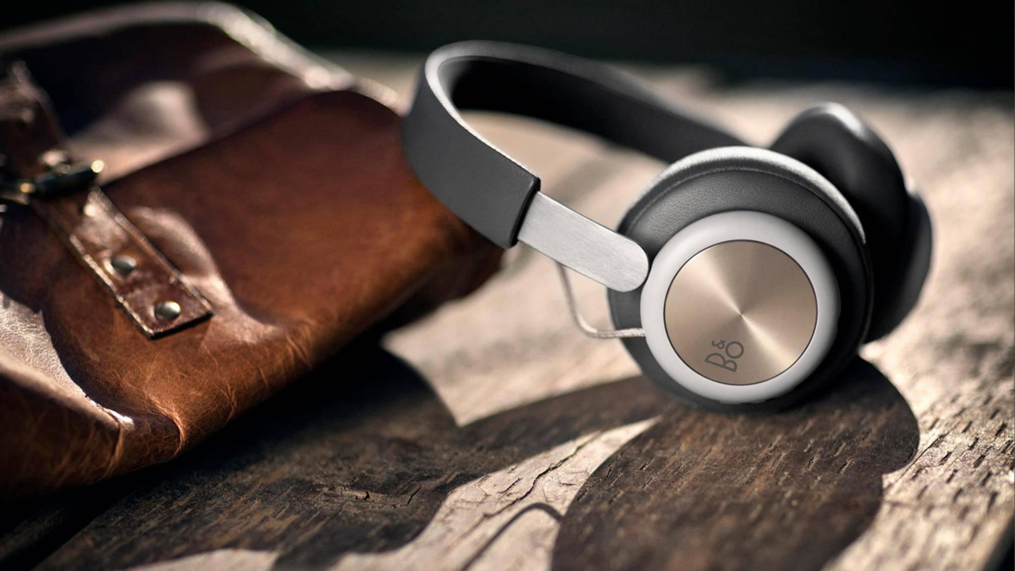 Die Beoplay H4-Kopfhörer setzen auf ein puristisches Design.