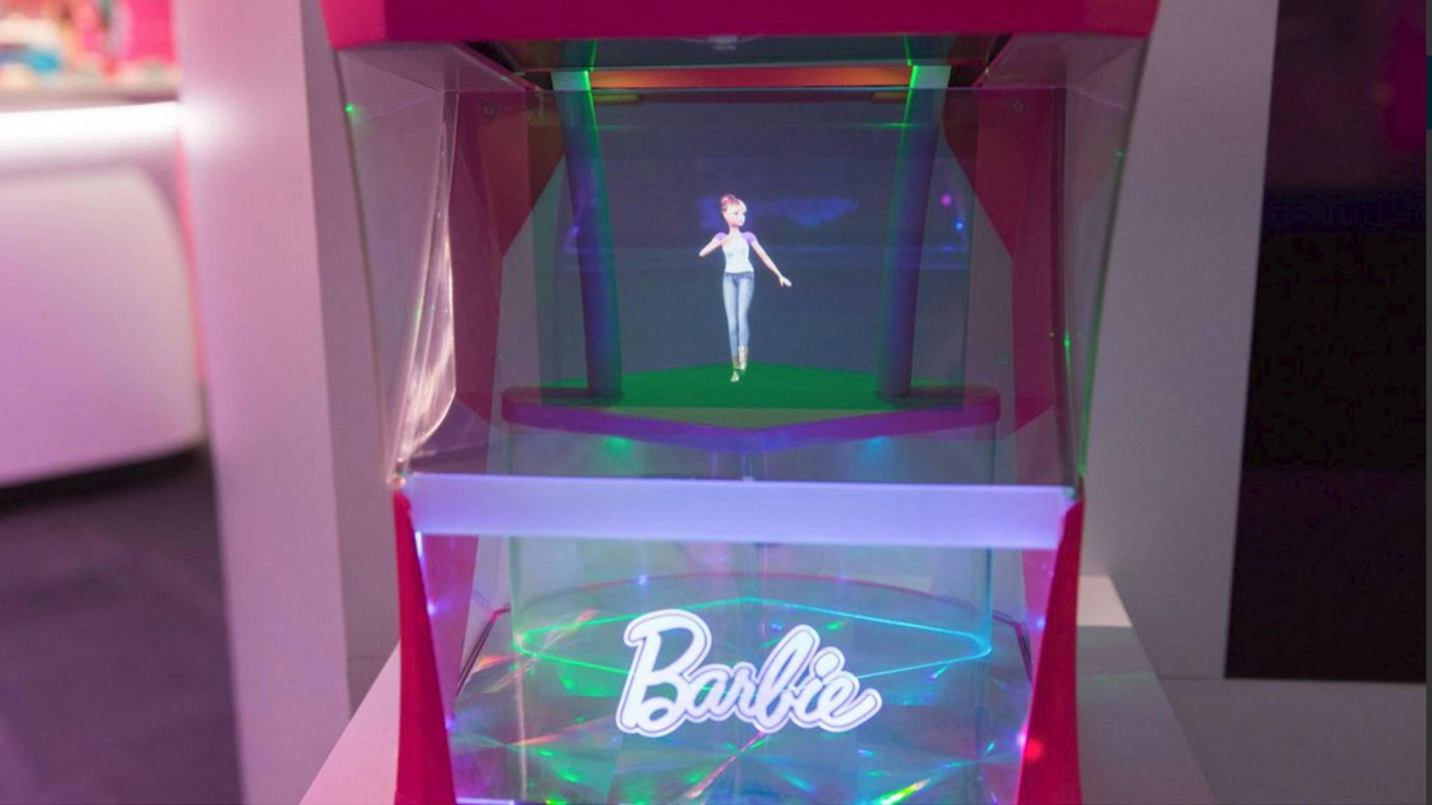 Die holografische Barbie liebt es zu tanzen.
