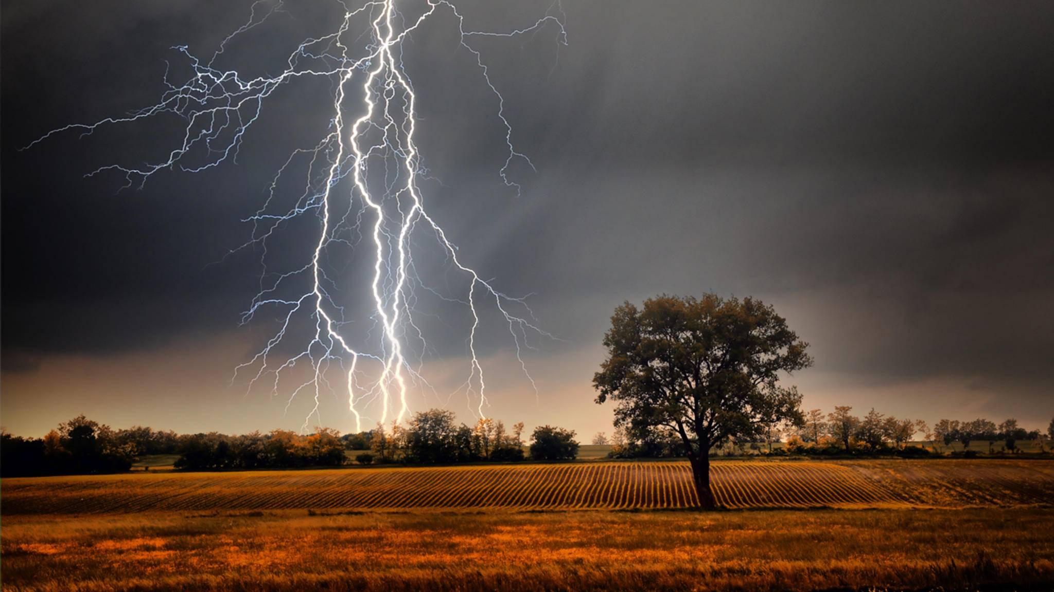 Die Faszination eines Gewitters auf ein Foto bannen? Das ist einfacher, als Du vielleicht denkst.