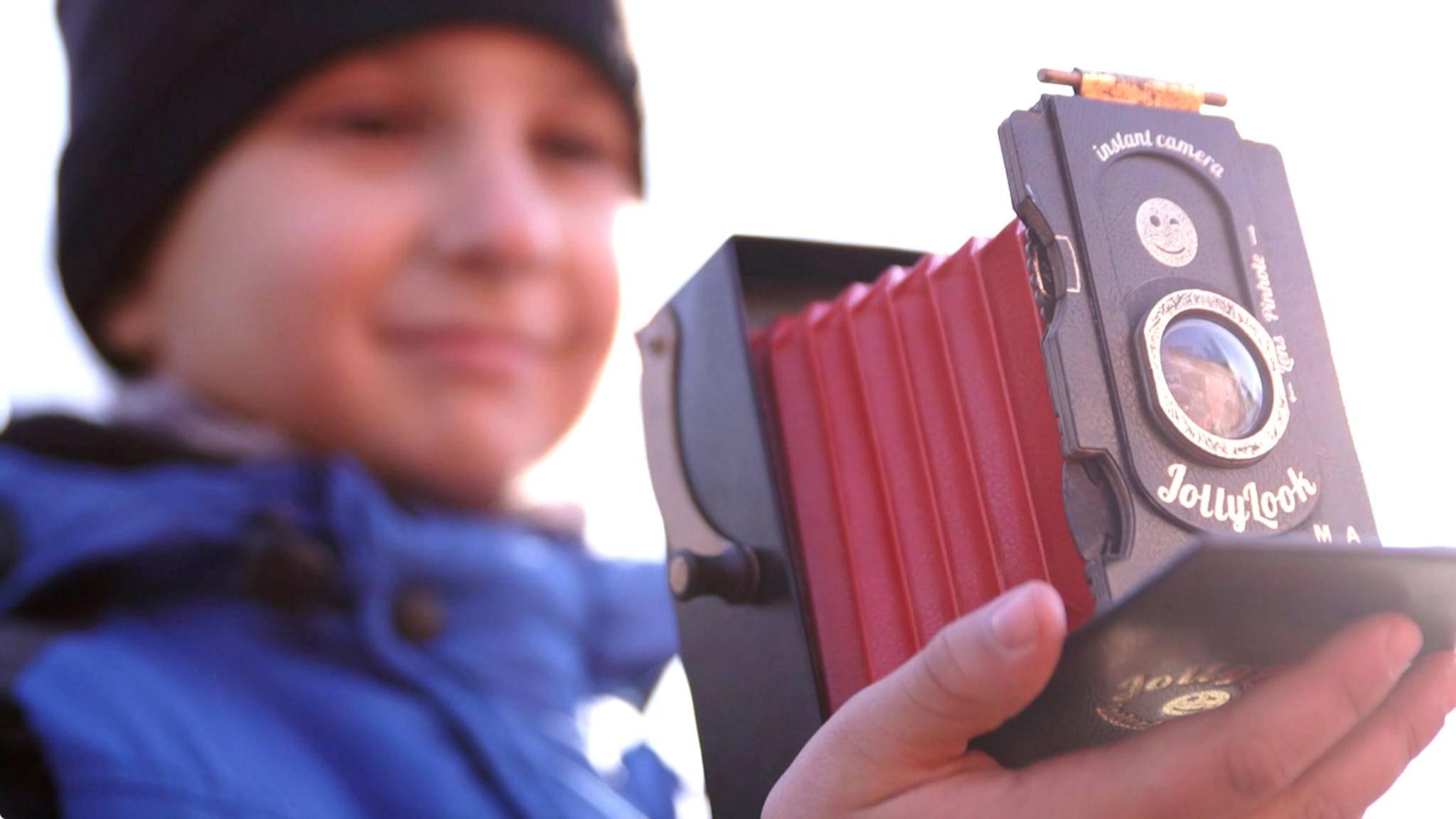 Die Pappkamera Jollylook sieht stylish aus und macht, was sie soll: analoge Retro-Fotos.