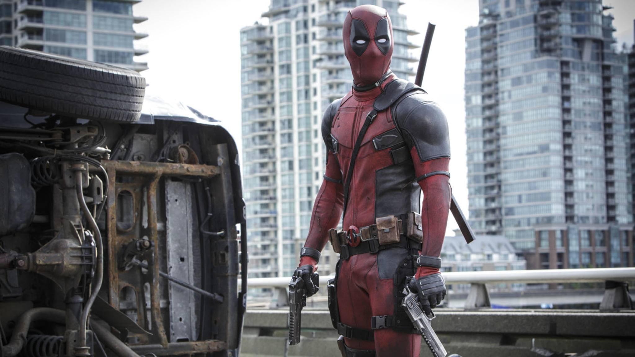 """Keine Ausreden! """"Deadpool""""-Darsteller Ryan Reynolds muss sich vom Green Lanterns Ring trennen."""