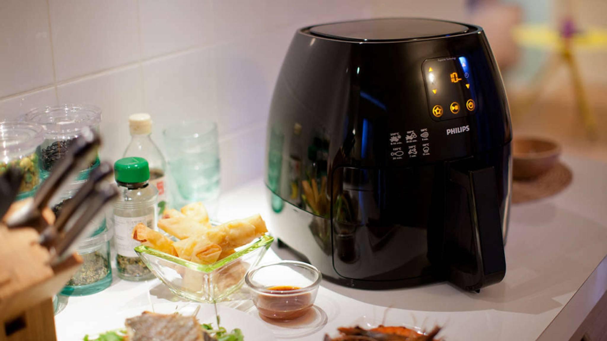 Frittieren fast ohne Fett? Heißluftfritteusen (hier ein Modell von Philips) können genau das!