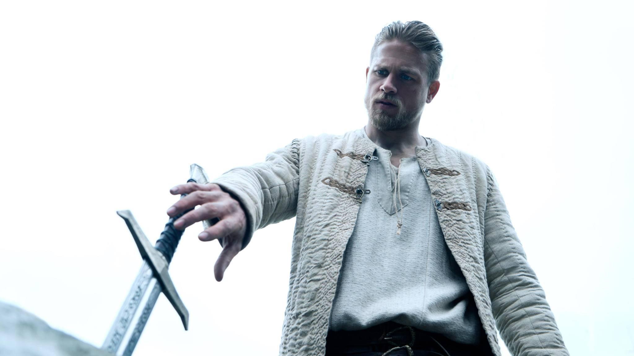3,2,1 – seins! Im neuesten Trailer zieht Artus seinen neuen Begleiter aus dem Stein.