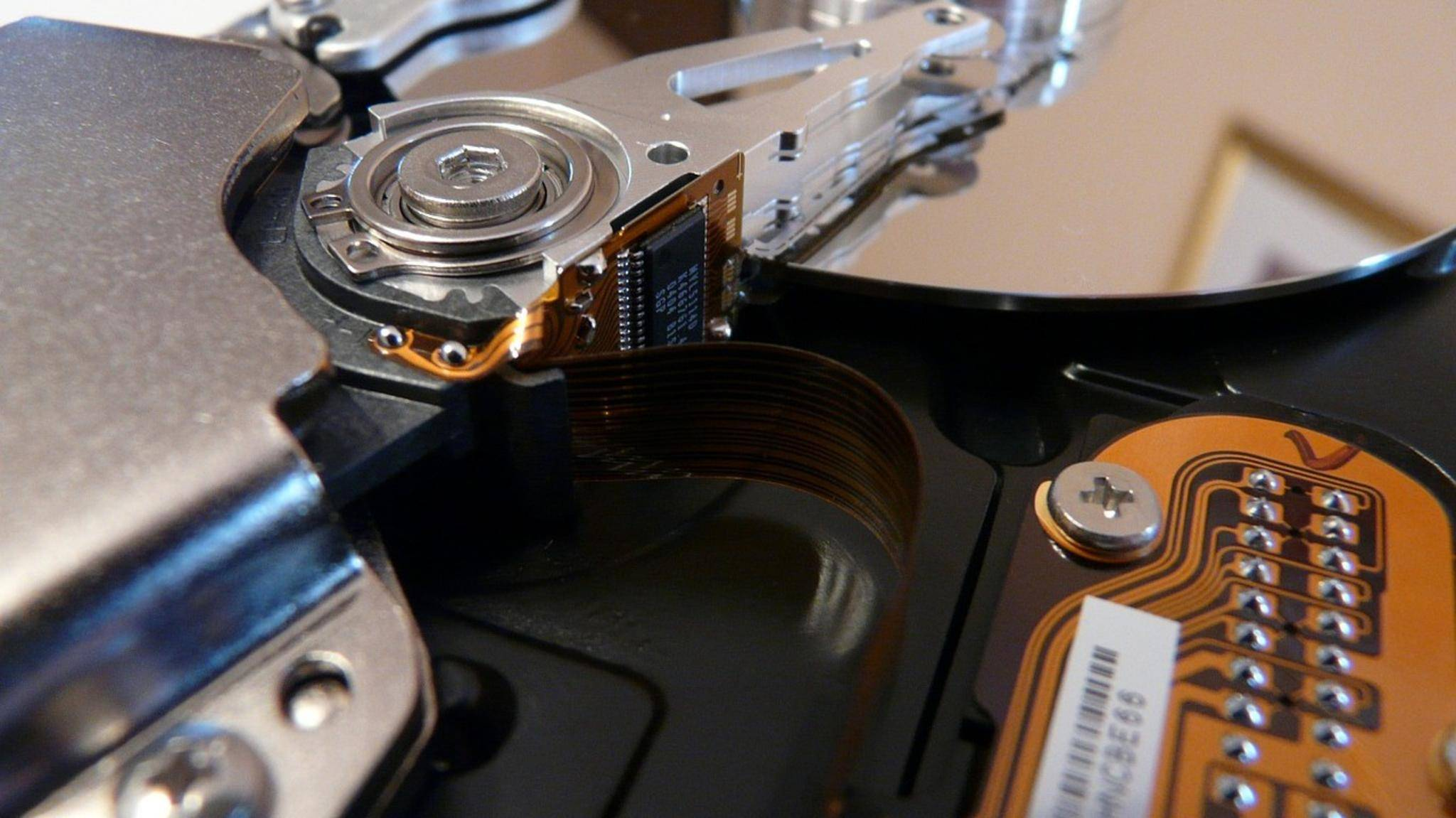Mechanische Festplatten haben eine begrenzte Haltbarkeit – SSDs allerdings auch.